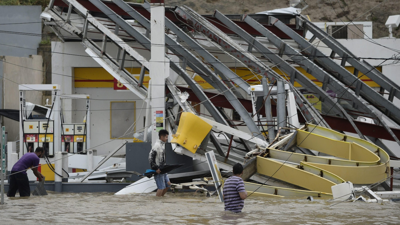 Une station d'essence de Porto Rico lourdement endommagée par l'ouragan Maria.