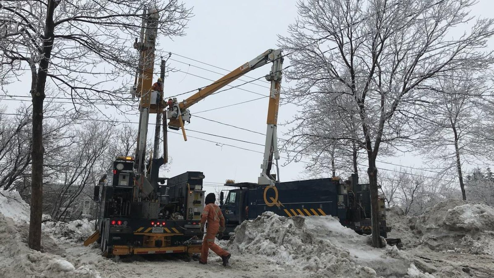 Plus de 160 équipes d'Hydro-Québec sont déployées sur le terrain.