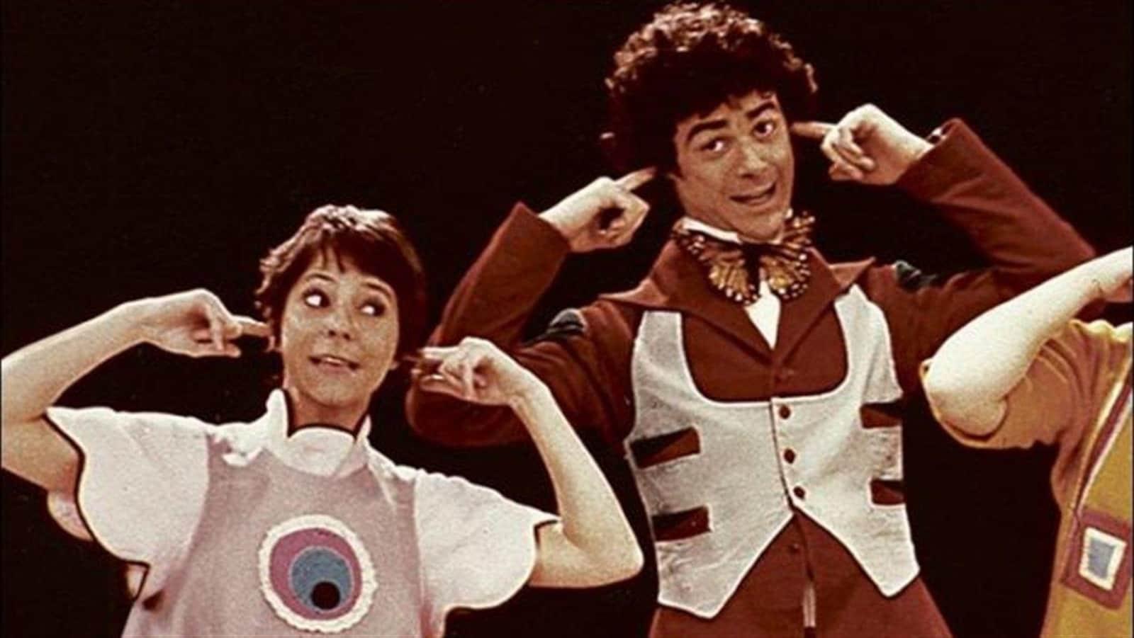 Image tirée de la série originale <i>Passe-Partout</i>, où l'on voit les personnages Passe-Partout et Passe-Montagne, incarnés par Marie Eykel et Jacques L'Heureux, respectivement.