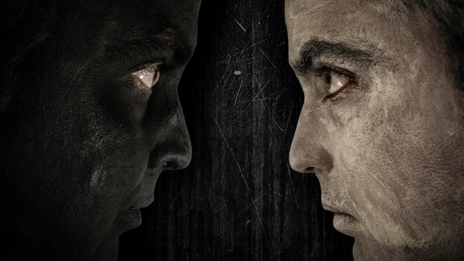 Un homme, deux visages.
