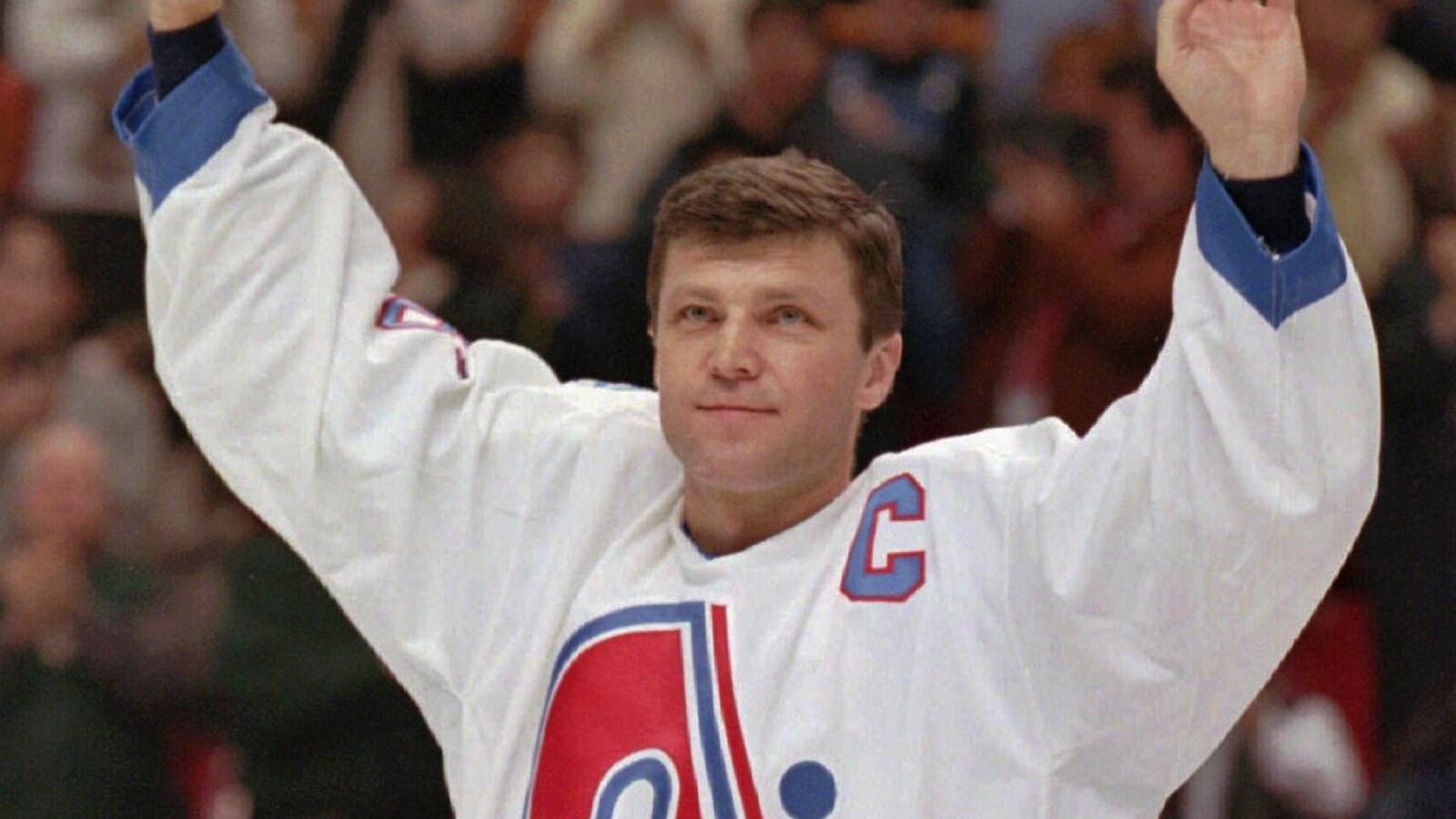 Le 4 février 1996, Peter Stastny est ovationné par plus de 14 000 partisans au Colisée de Québec alors que l'on retire son chandail numéro 26