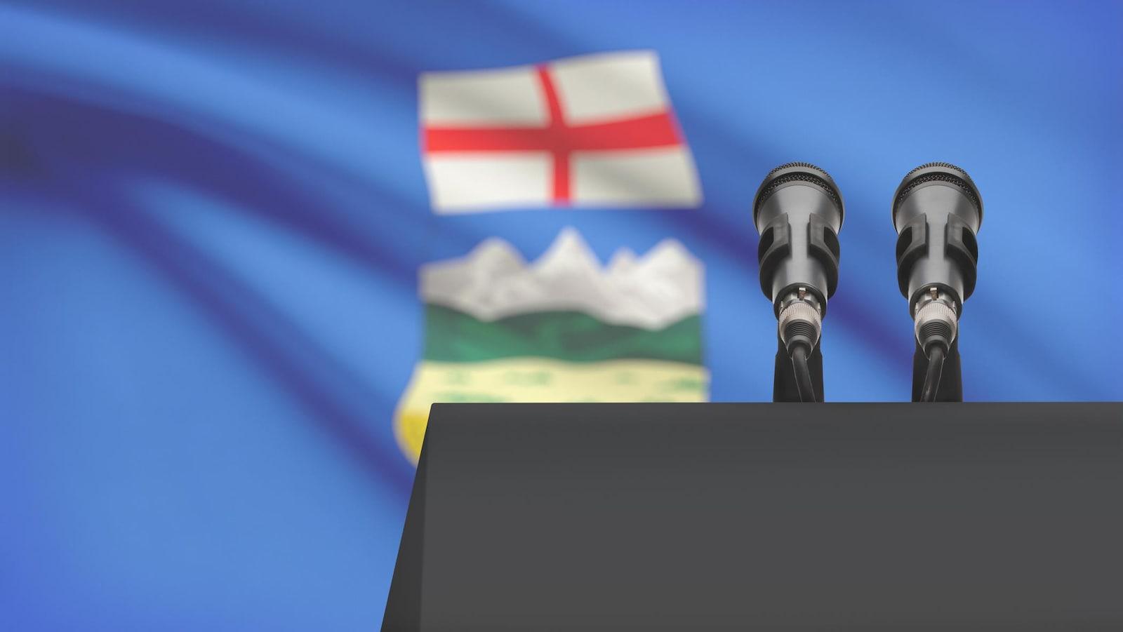 Deux micros devant le drapeau albertain.