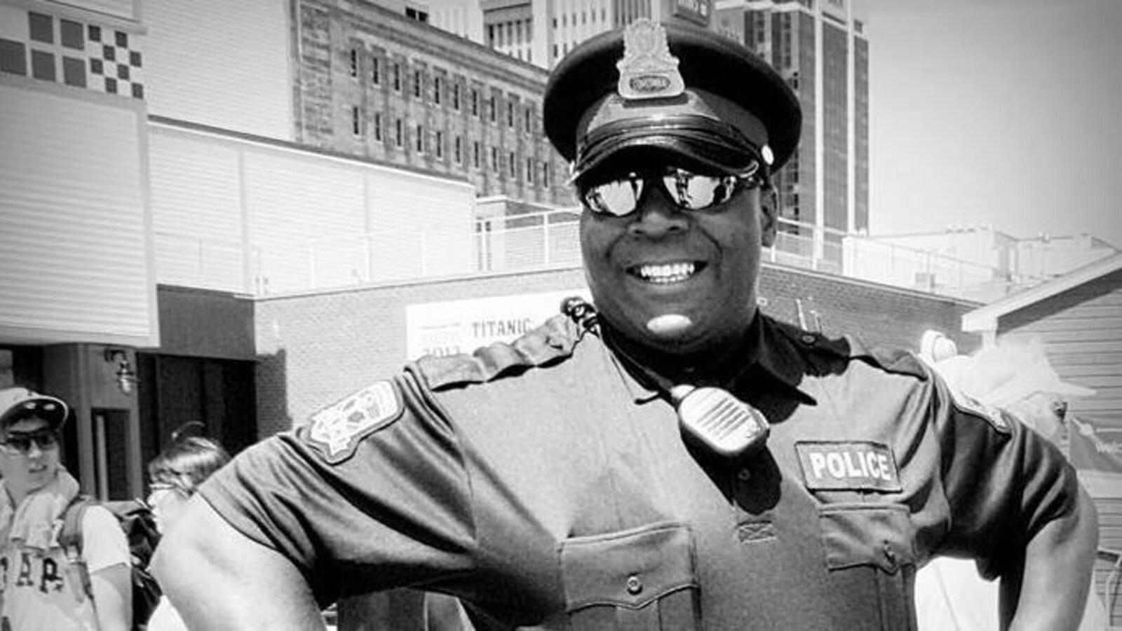 Le constable George Farmer fait face à divers chefs d'accusation, dont voyeurisme.