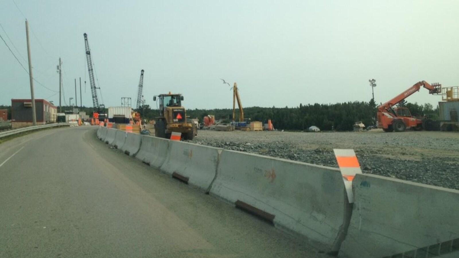 Travaux sur le pont-barrage d'Angliers, au Témiscamingue