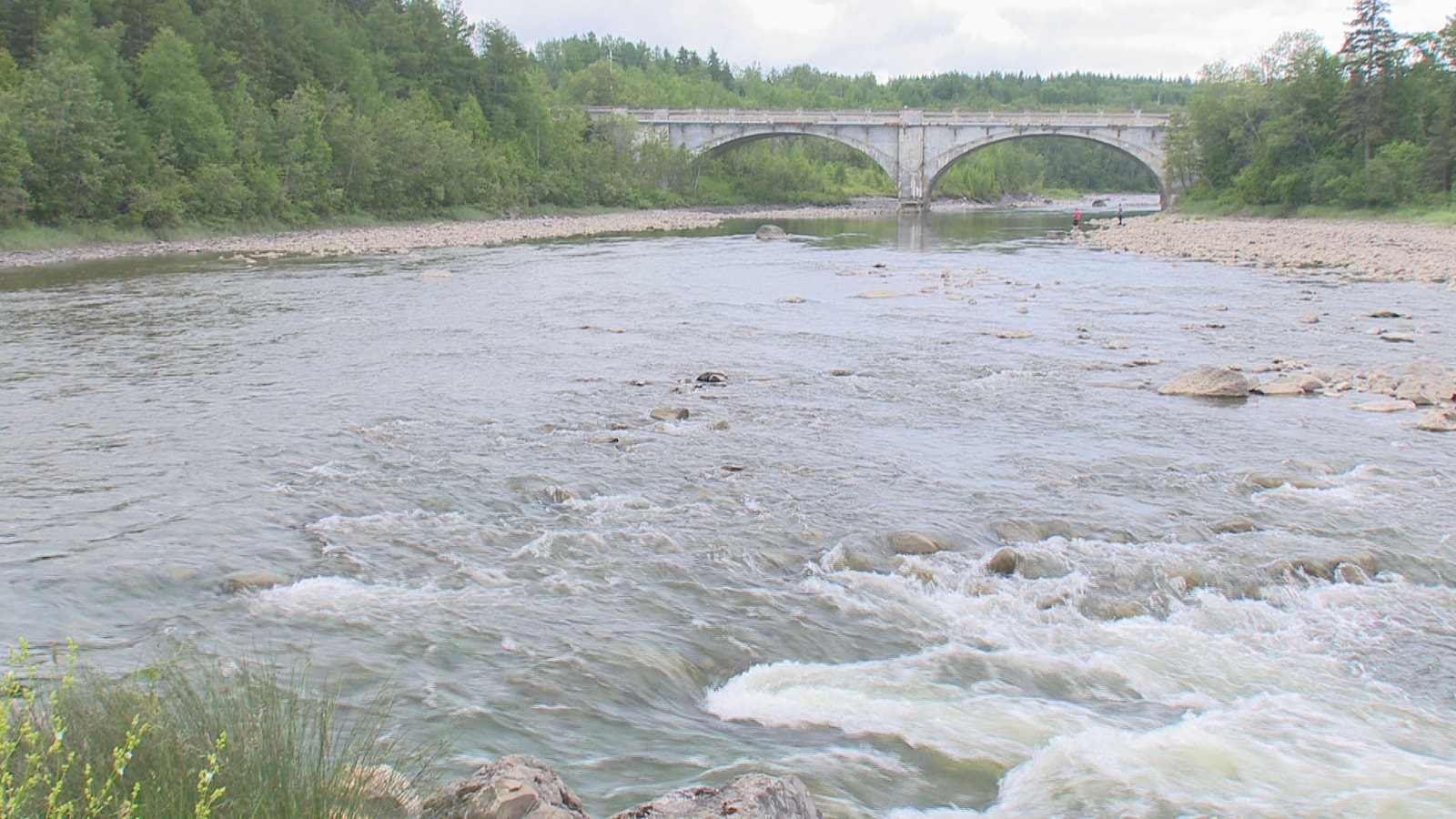 Le pont Bergeron surplombe la rivière Mitis