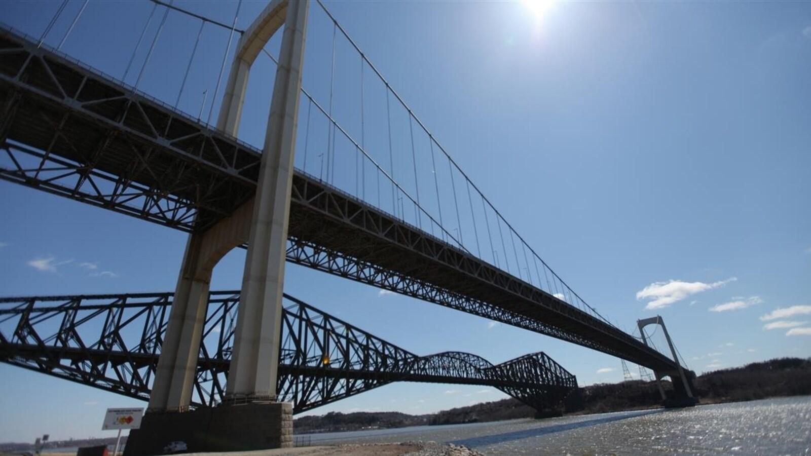 Les ponts de Québec et Pierre-Laporte.