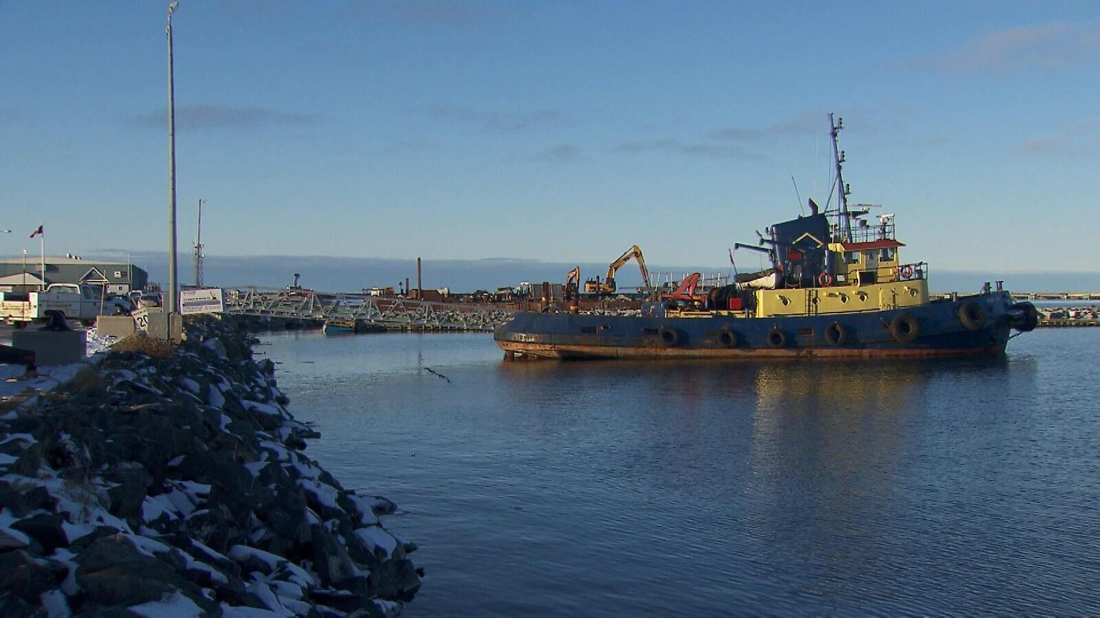 Un remorqueur au port de Matane