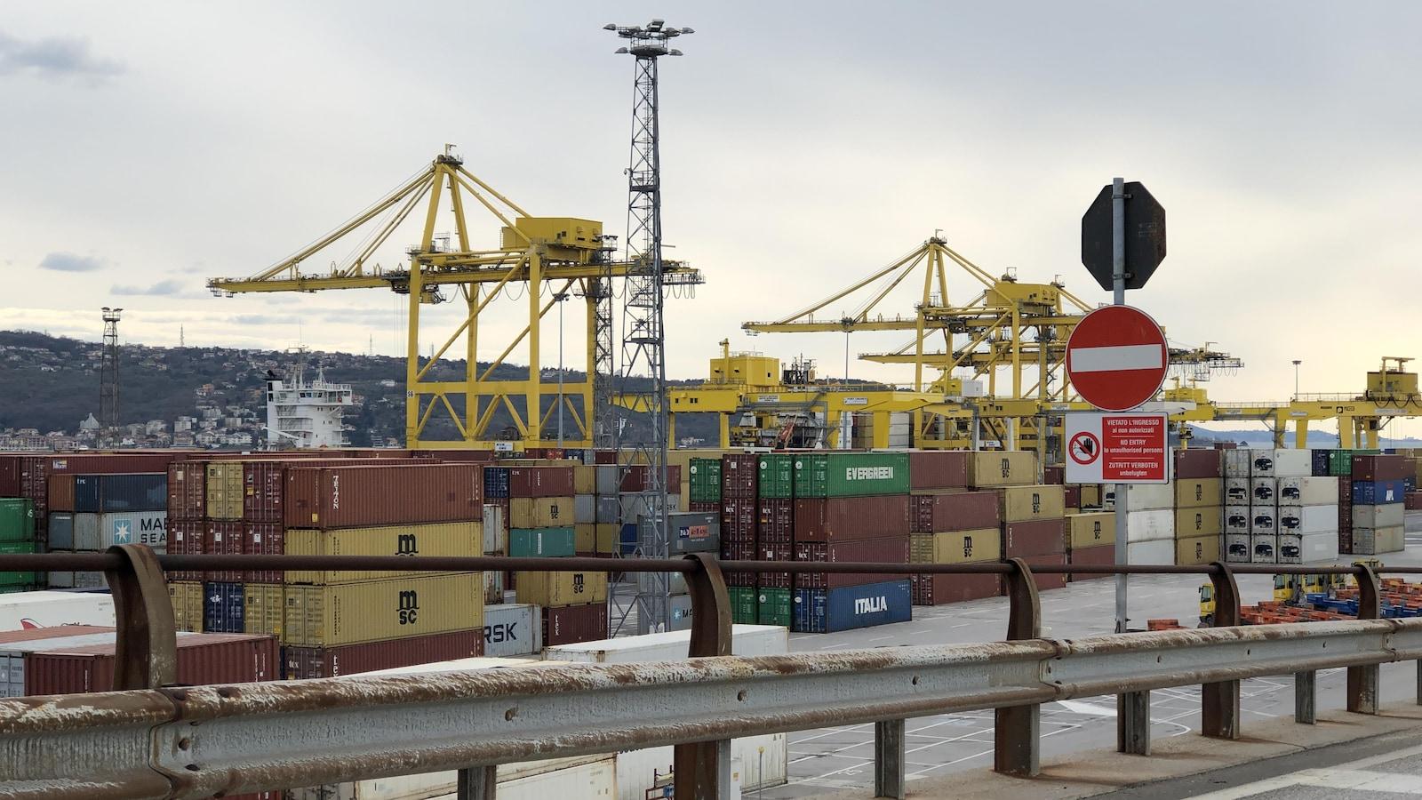 Conteneurs au port de Trieste.