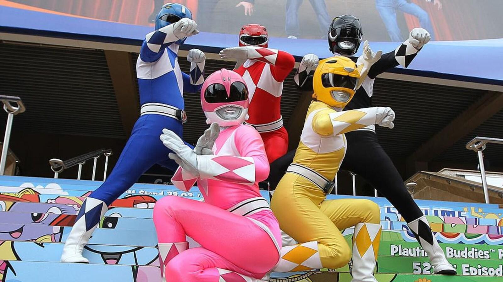 Les 5 Power Rangers en costume