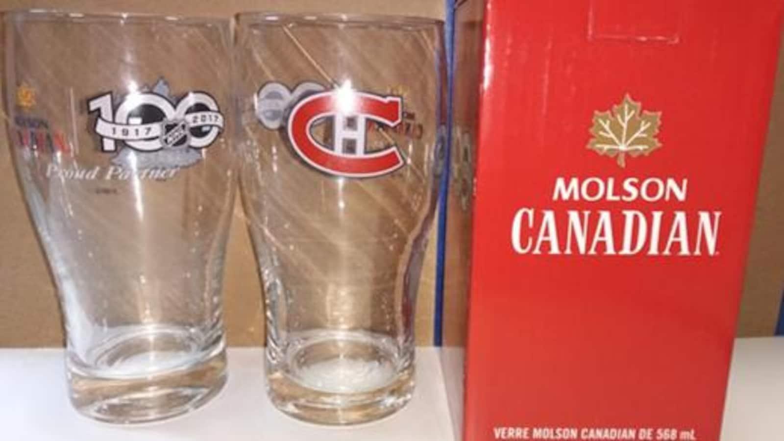 Le rappel implique des verres de 568 ml avec le logo Molson Canadian et celui du centenaire de la LNH (1917-2017).