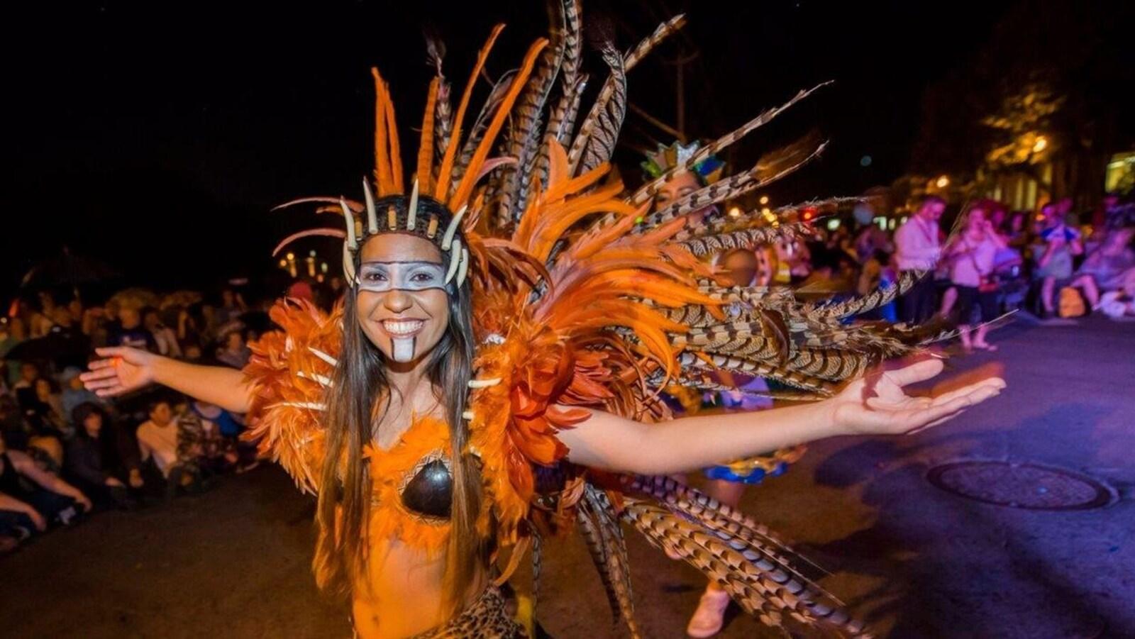 Une participante lors d'un défilé du Mondial des cultures