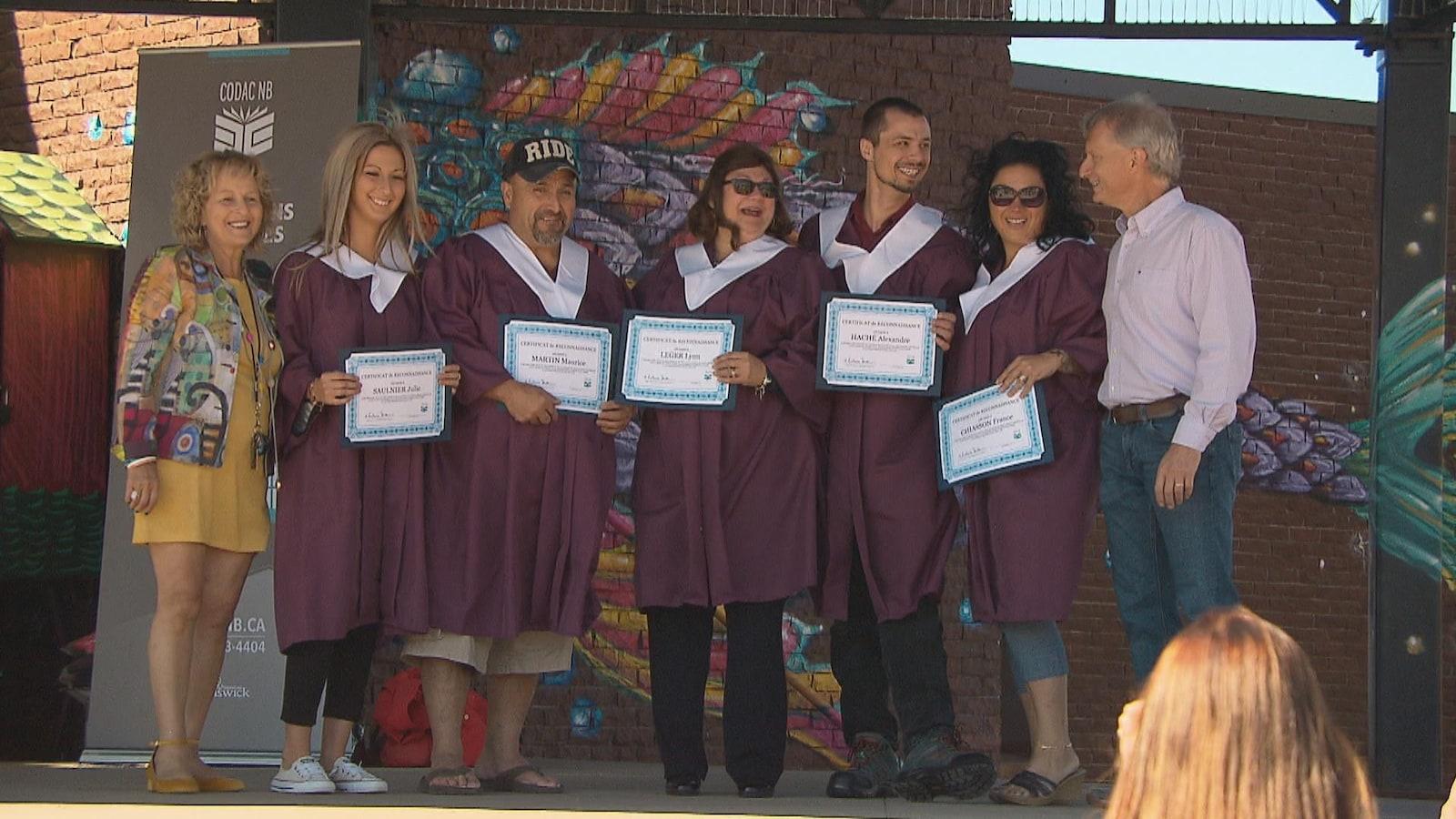 Le Conseil pour le développement de l'alphabétisme et des compétences des Adultes du Nouveau-Brunswick a procédé à la remise des diplômes des étudiants ayant récemment passé leur test de compétences générales.