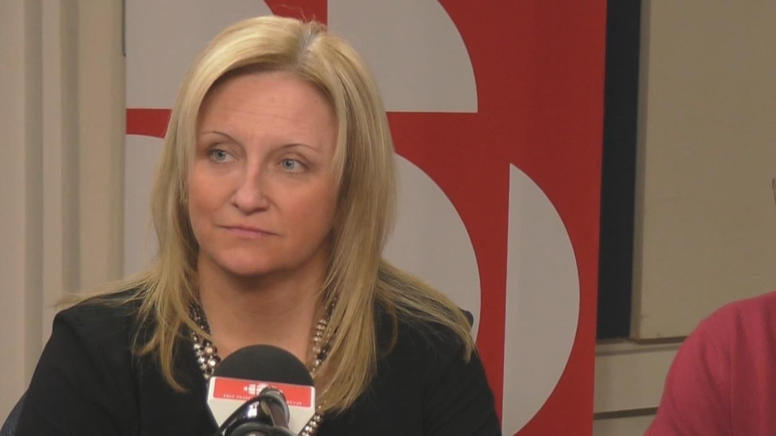 Entrevue en studio avec la directrice générale de la Commission scolaire des Rives-du-Saguenay, Chantale Cyr.