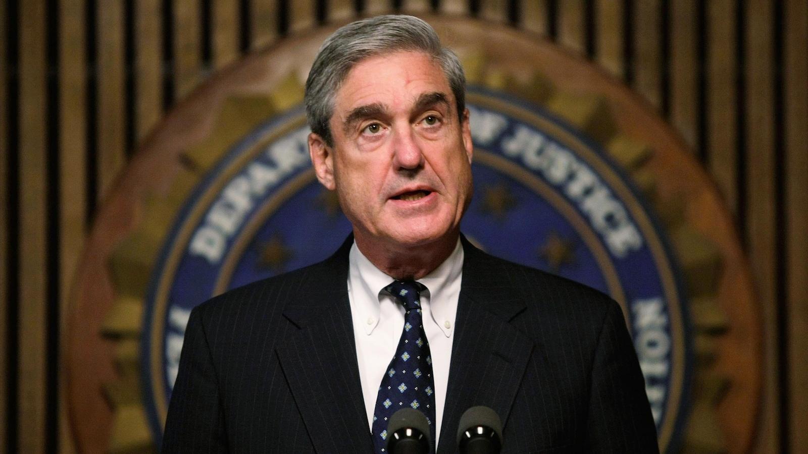 Robert Mueller s'adresse aux journalistes.