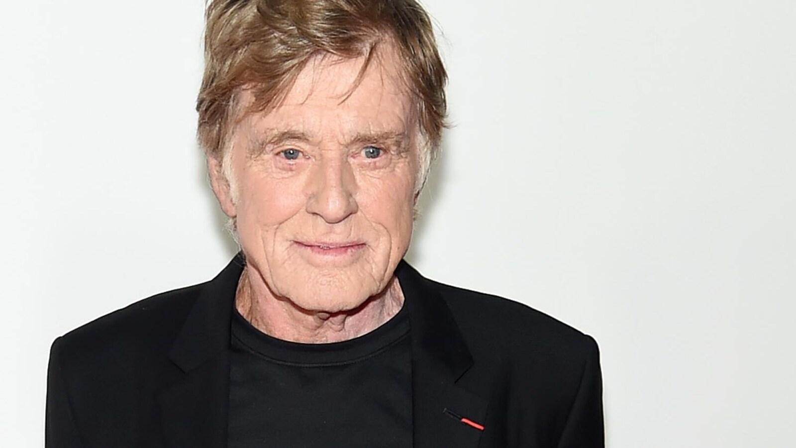 Robert Redford prend la pose sur le tapis rouge du film <em>The Old Man and The Gun</em> le 20 septembre.