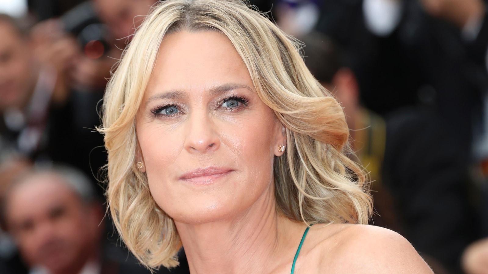 L'actrice et réalisatrice Robin Wright prend la pose sur le tapis rouge du Festival de Cannes, le 18 mai 2017.