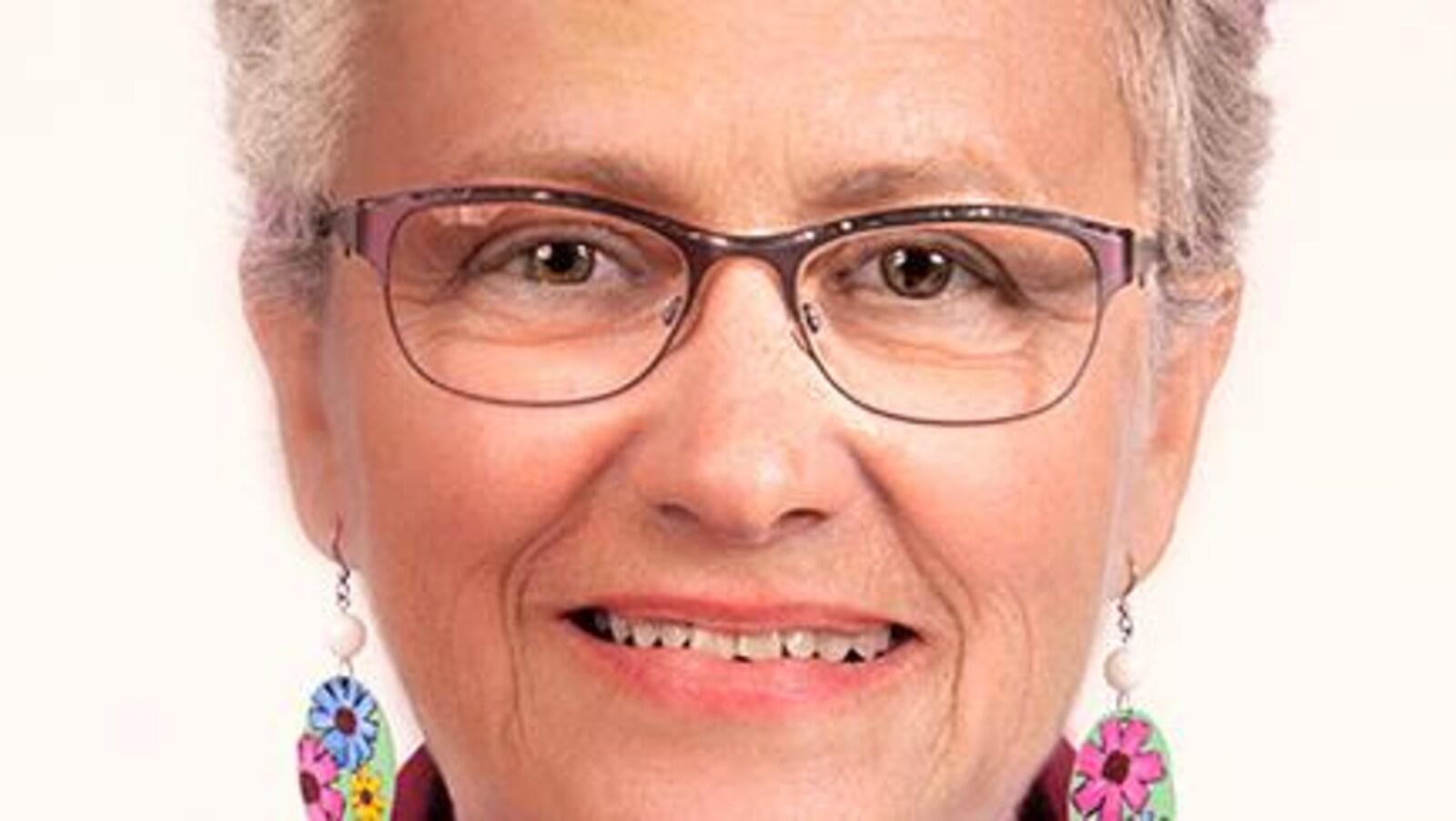 Portrait de Rose Marquis, souriante, candidate de Québec solidaire.