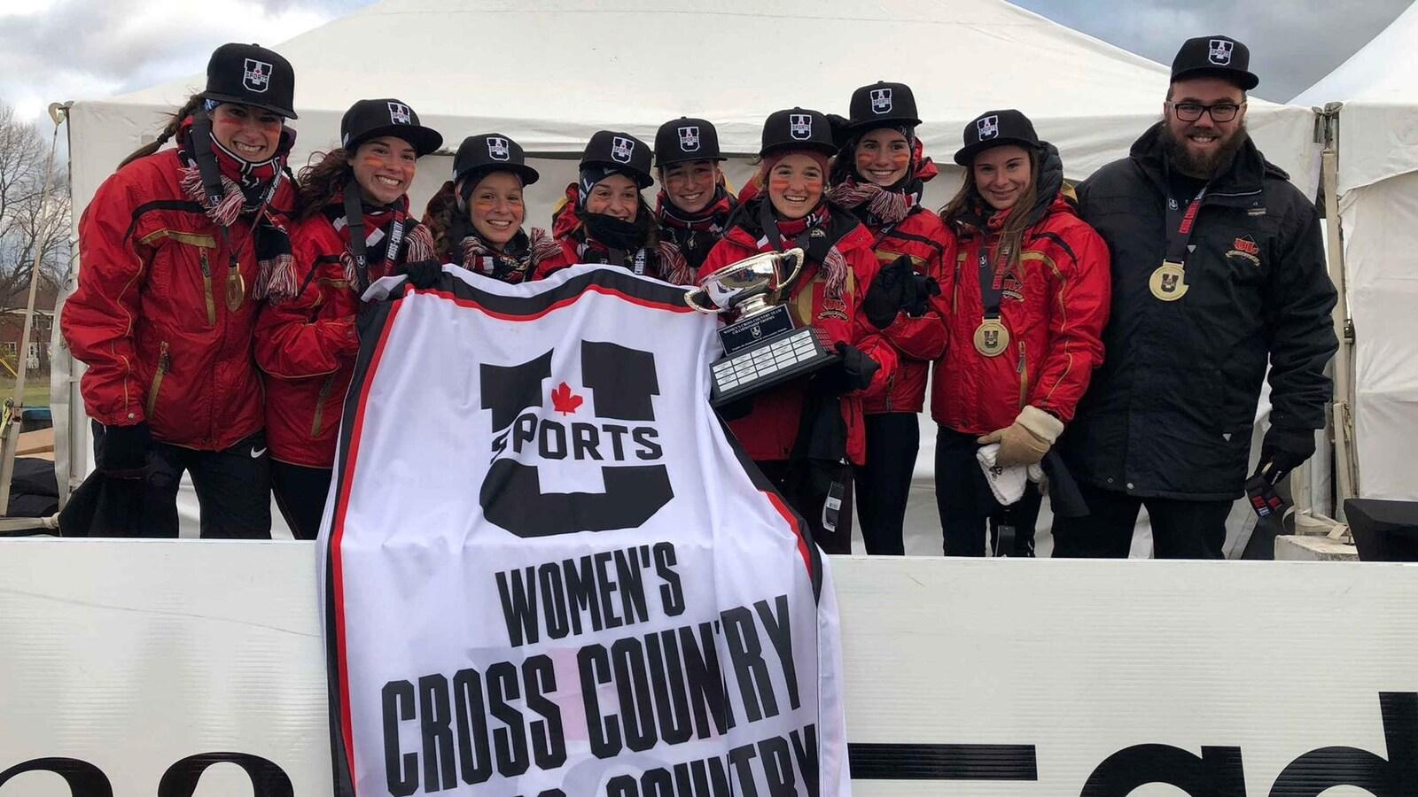 L'équipe féminine du Rouge et Or cross country