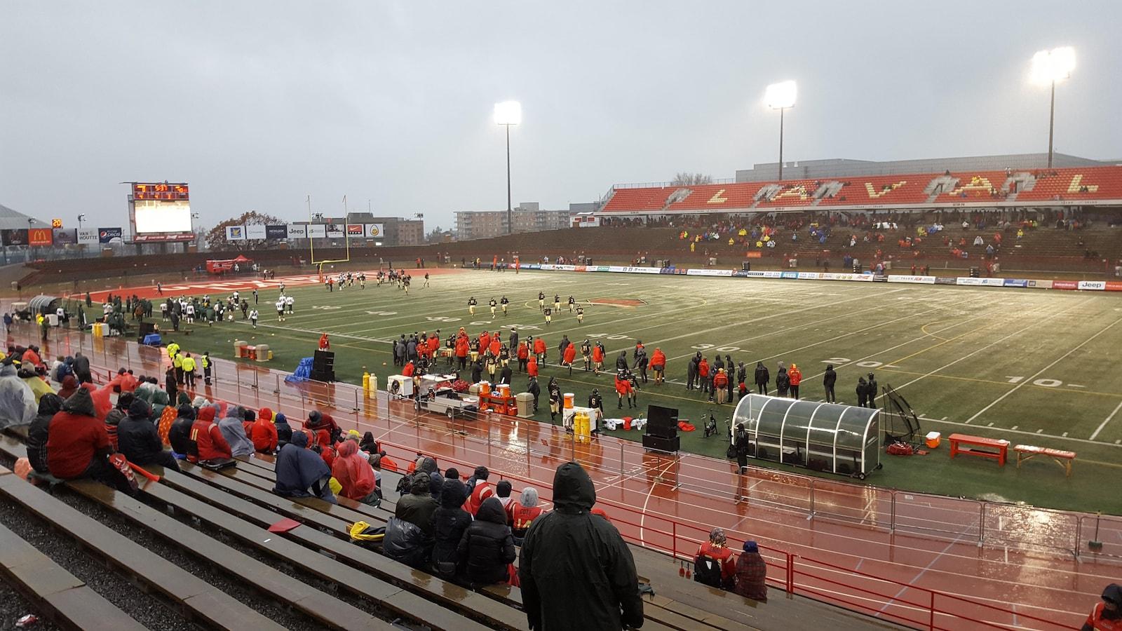 Le match avait lieu au Stade Telus de l'Université Laval