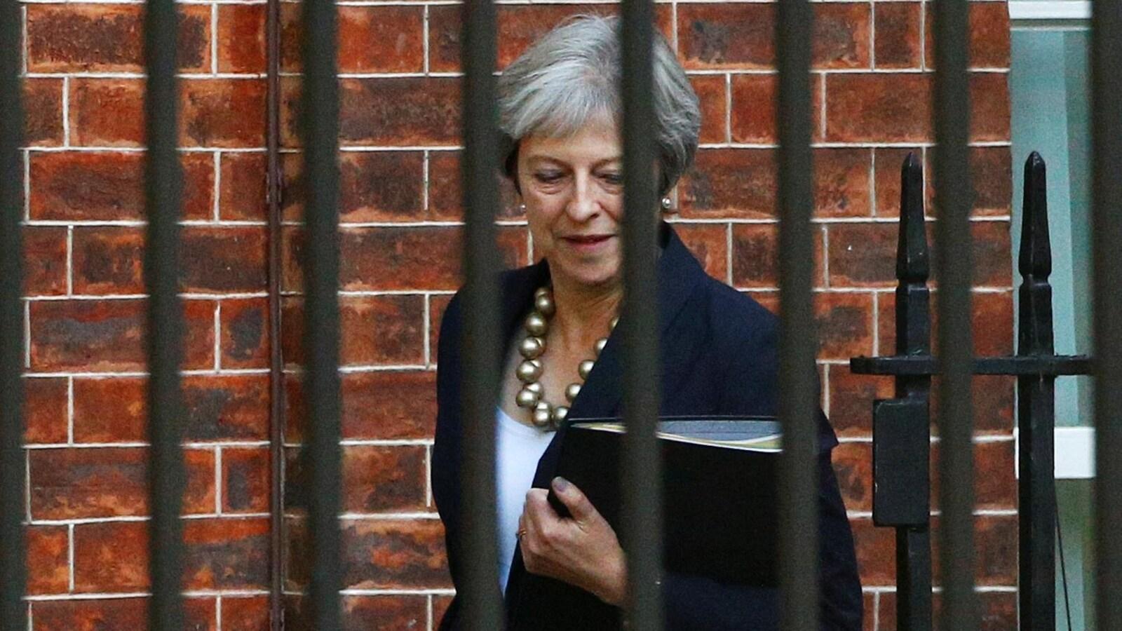 La première ministre britannique Theresa May tente de désamorcer la grogne de sa majorité en présentant un plan pour sortir de l'impasse sur la question de la frontière irlandaise dans le Brexit.