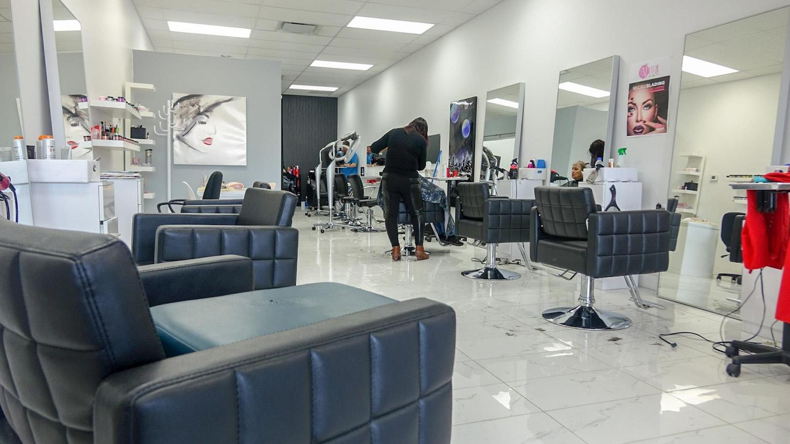 Le Salon De Coiffure Salon Valérie De Québec Ne Compte Que Trois Coiffeuses  Pour Une Dizaine