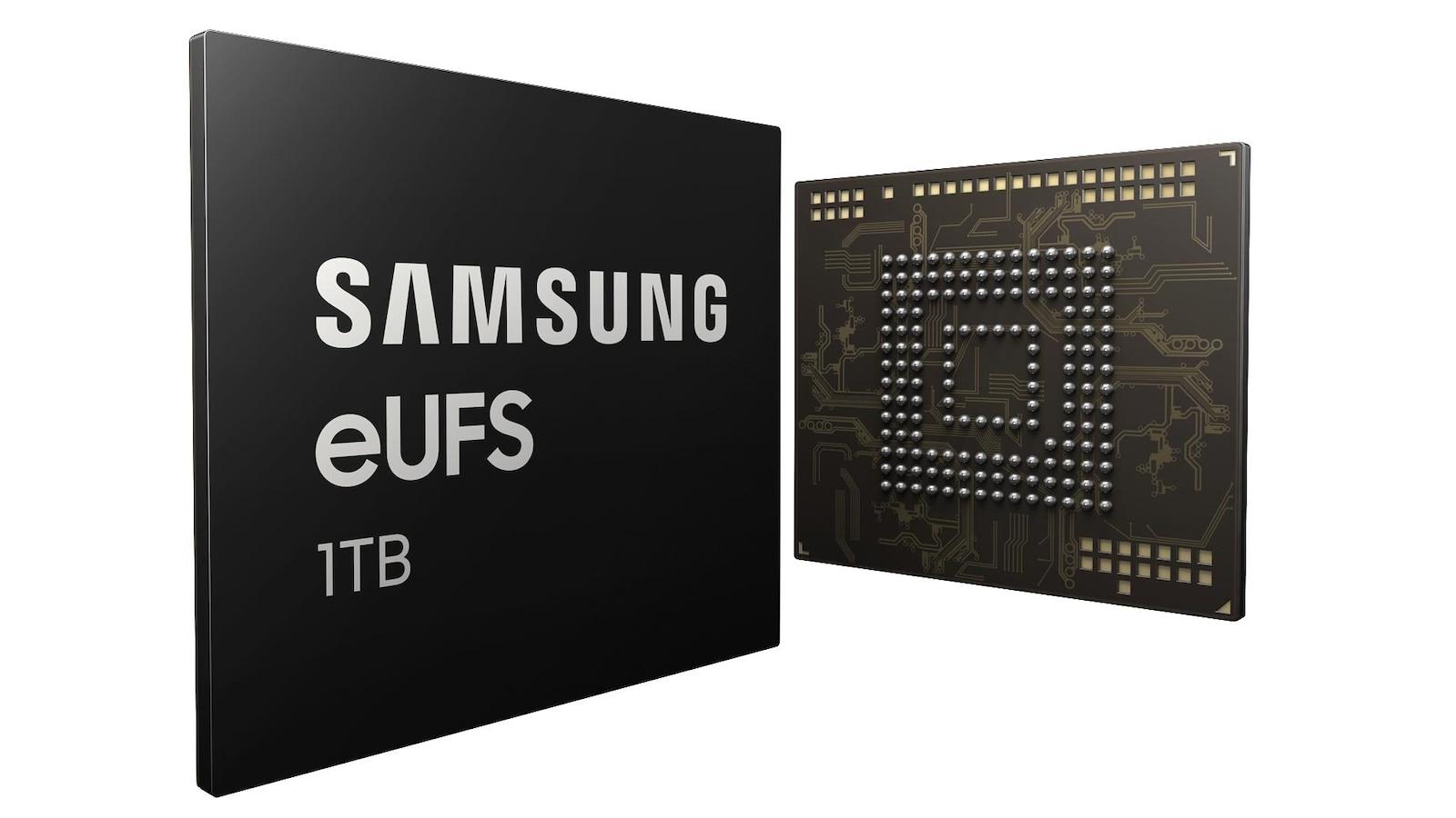 Une photo montrant le recto et le verso de la puce eUFS de Samsung.
