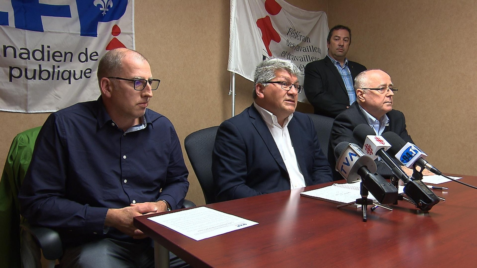 Trois représentants du SCFP en conférence de presse