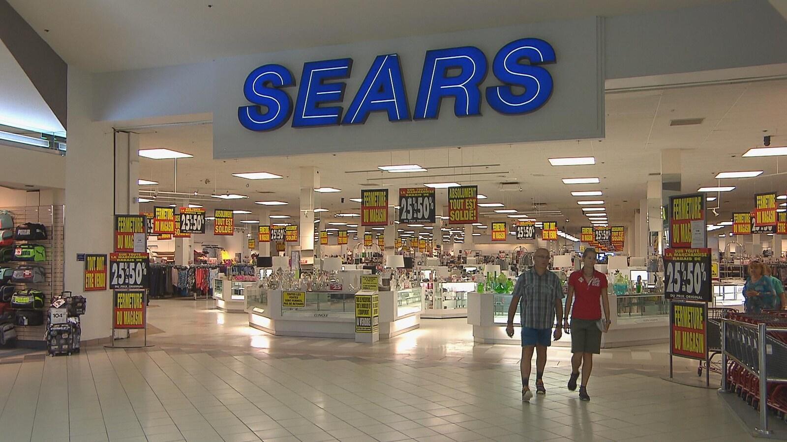 L'entrée du magasin Sears à Saguenay