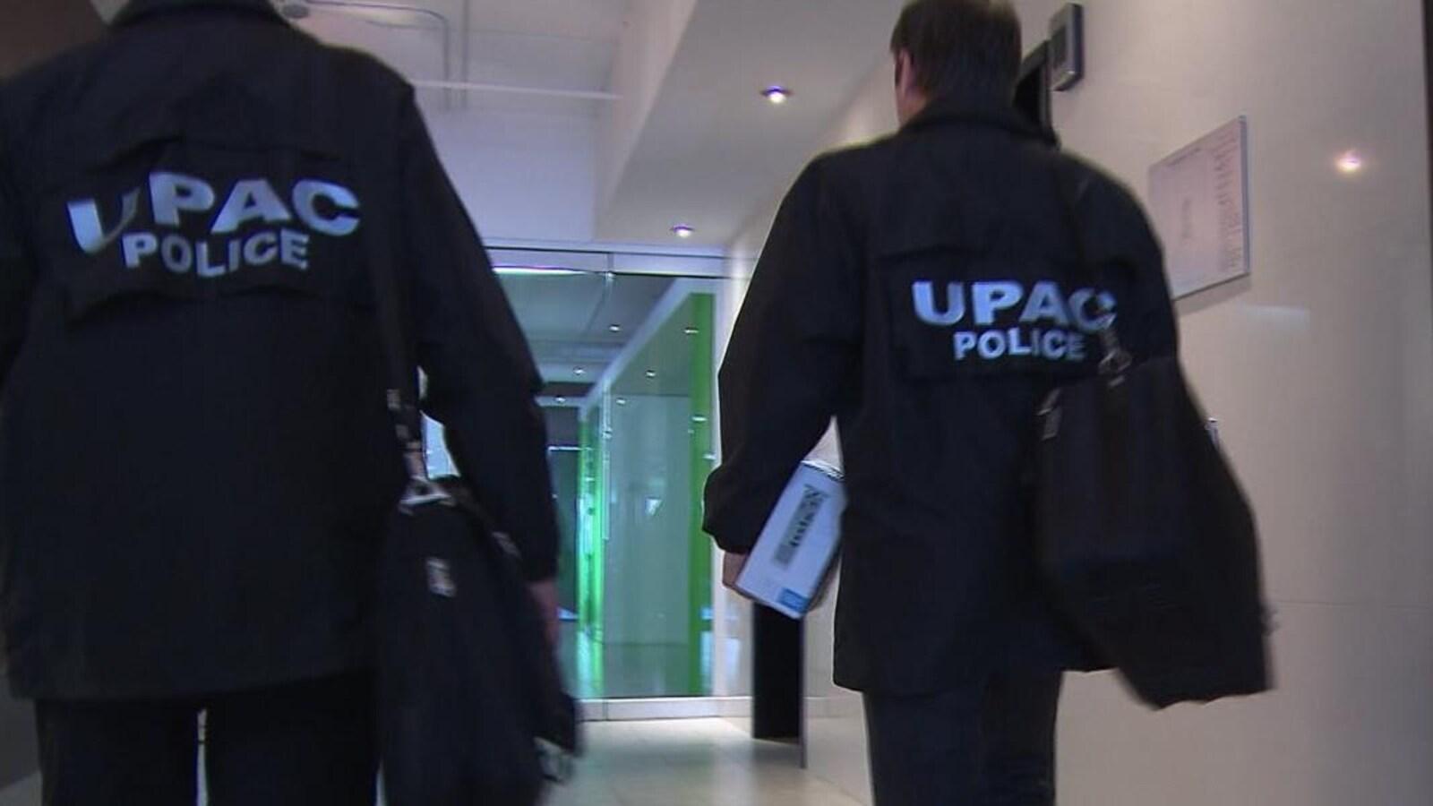 Des agents de l'UPAC.