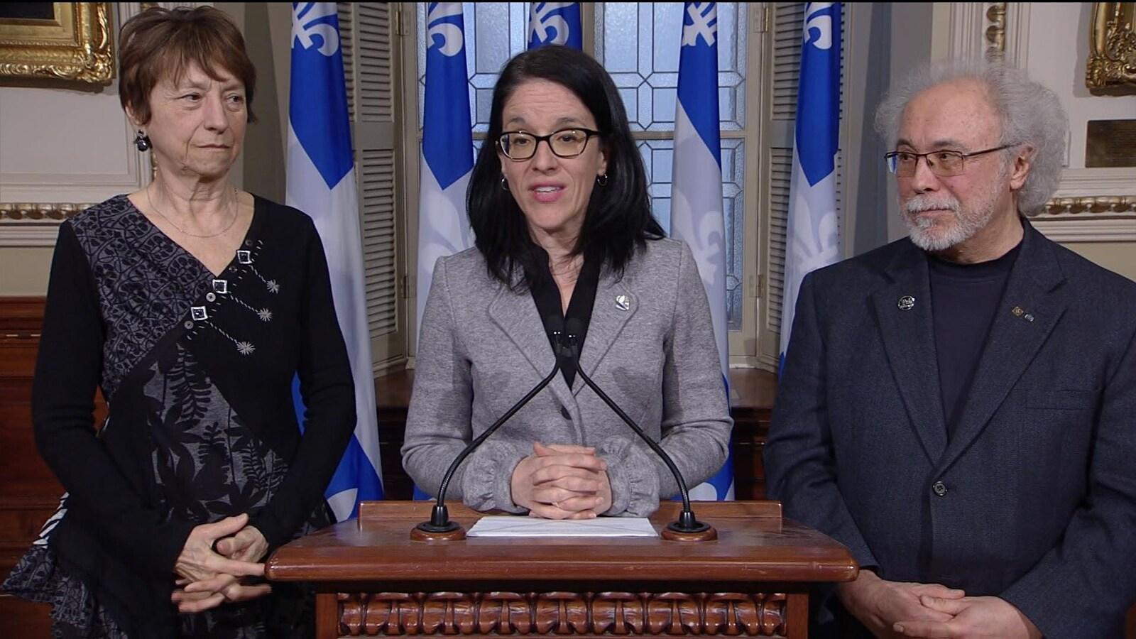 Sonia LeBel, Jean-Pierre Charbonneau et Françoise David en conférence de presse.