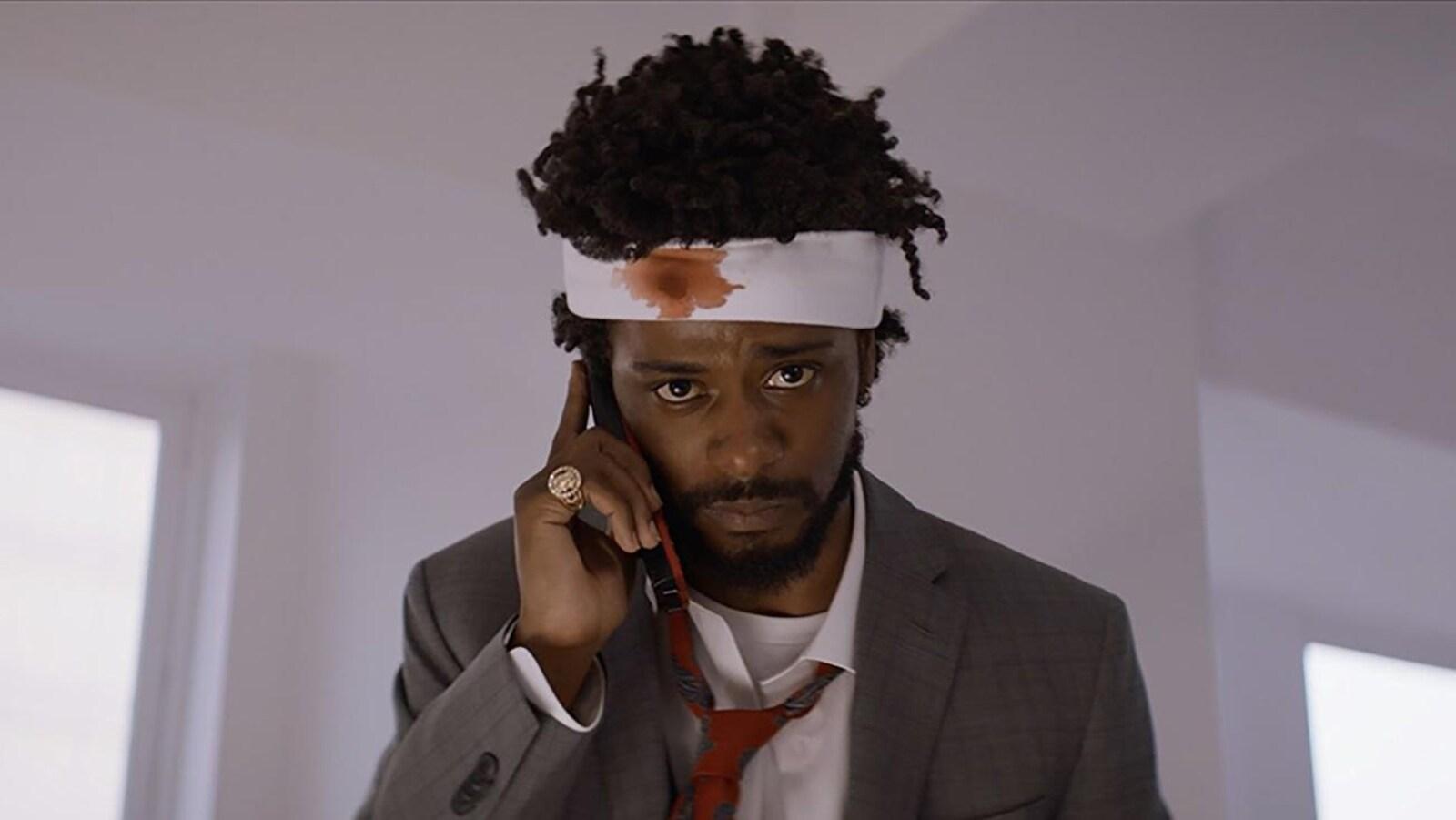 Lakeith Stanfield est en train de téléphoner adans le film «Sorry to Bother You».