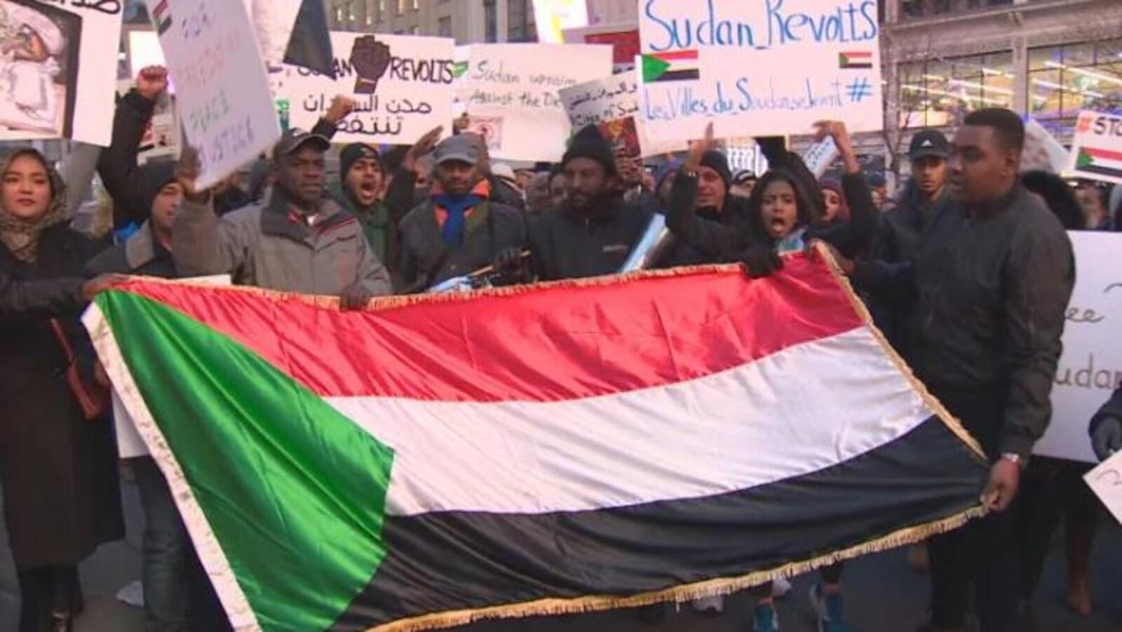 Les manifestants demandent au président soudanais, Omar El-Béchir, de se retirer.