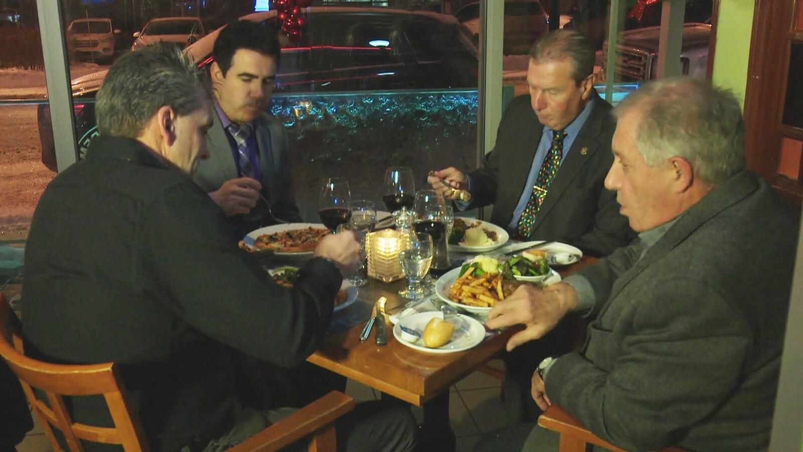 4 maires de la MRC Lac-Saint-Jean-Est soupent ensemble.
