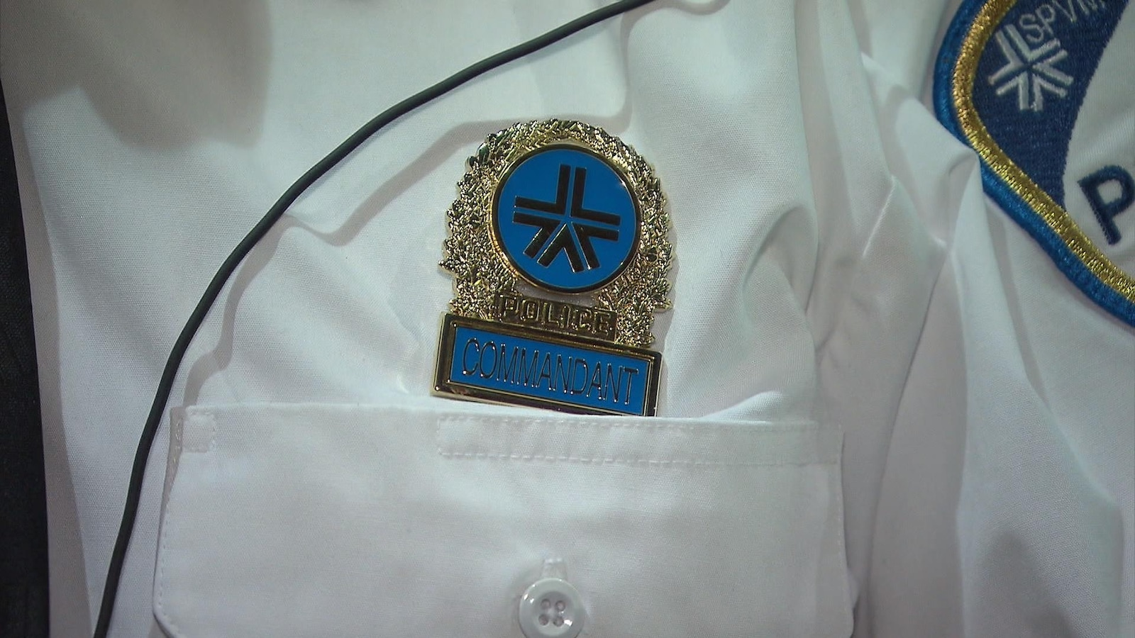 Un insigne de commandant du Service de police de la Ville de Montréal (SPVM)