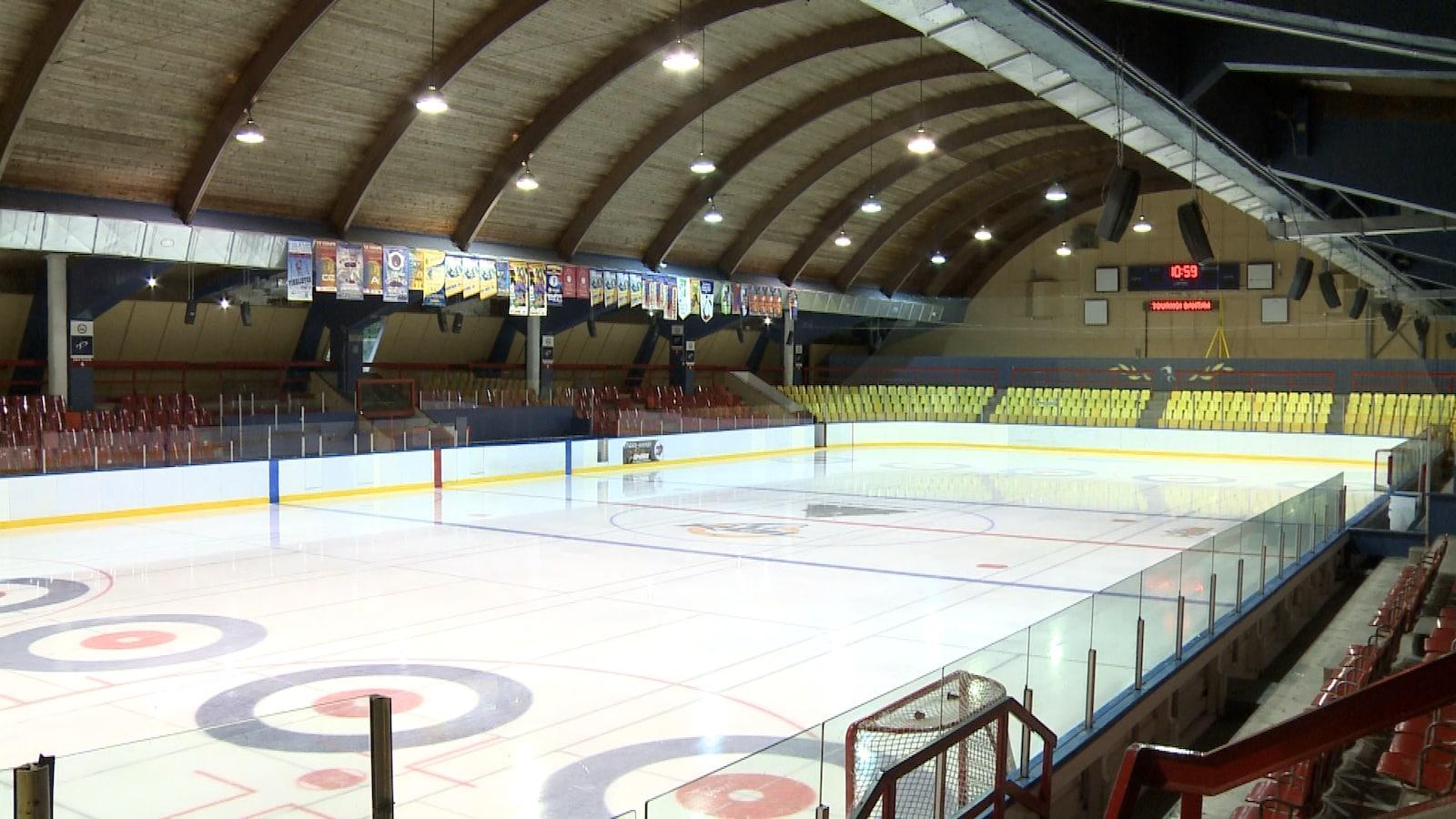 Le stade de la cité des jeunes de Rivière-du-Loup.