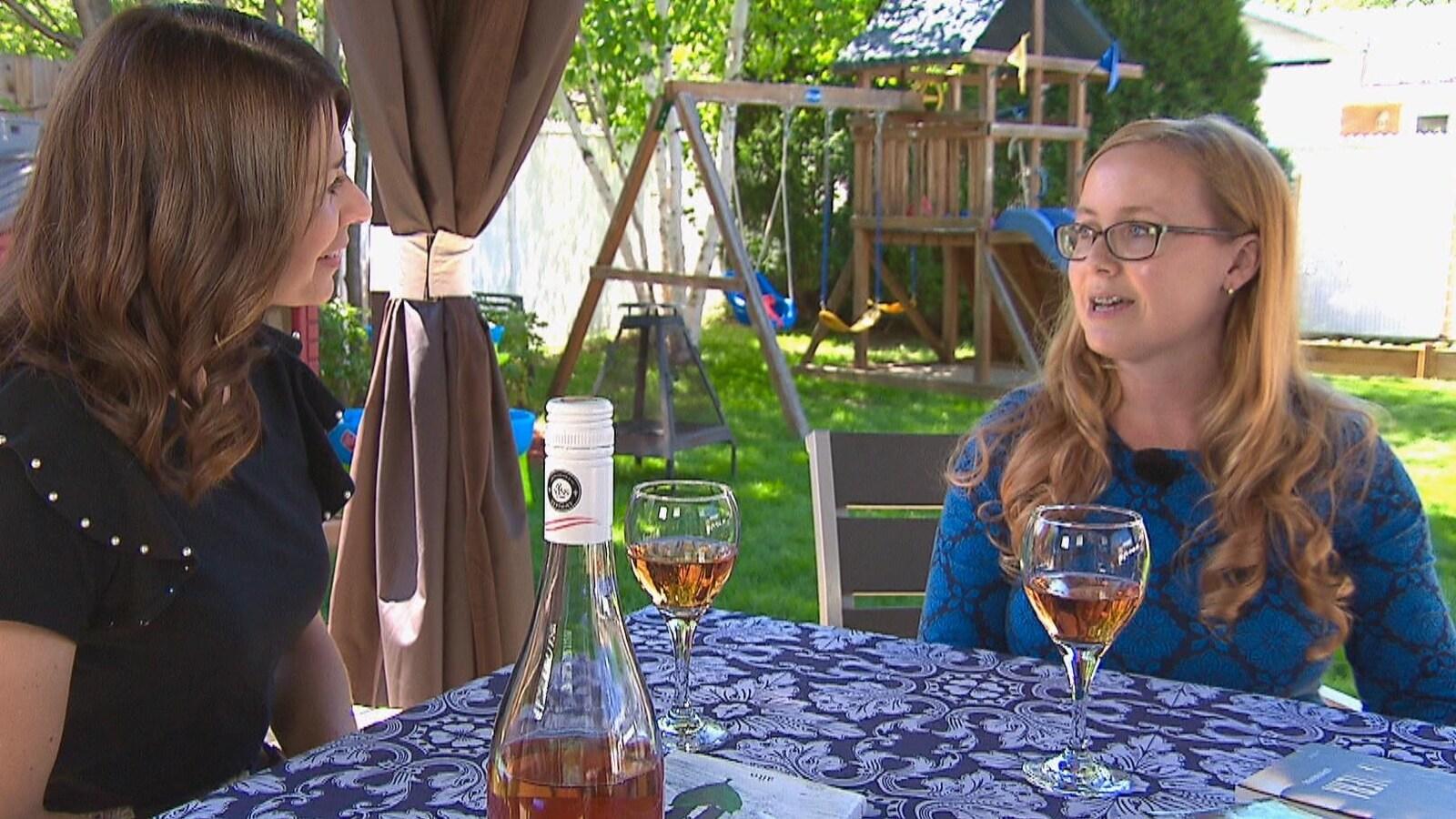 Stéphanie Gervais en compagnie de la journaliste Julie Larouche