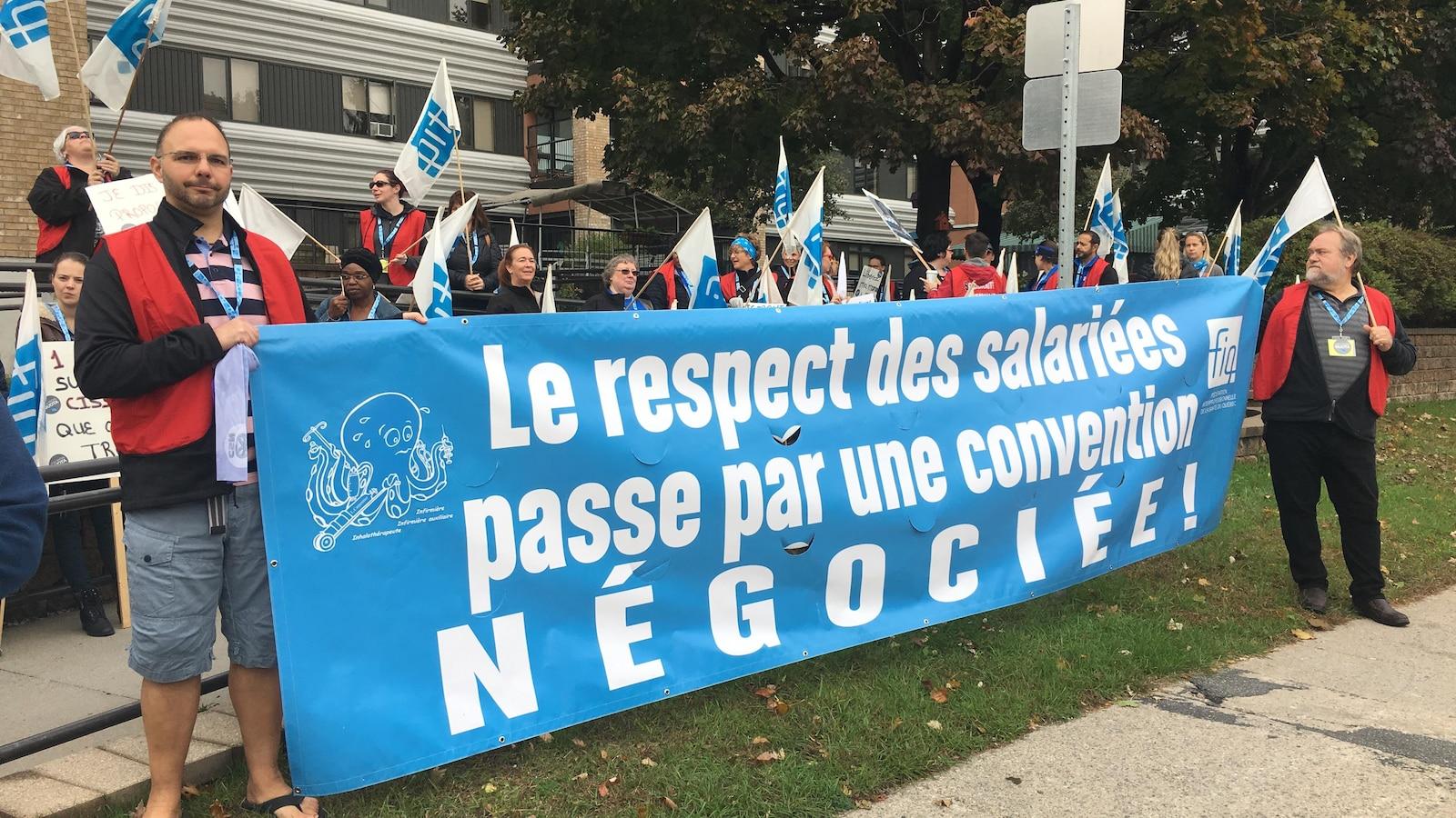 Des membres du syndicat des professionnelles en soins de santé de l'Outaouais.