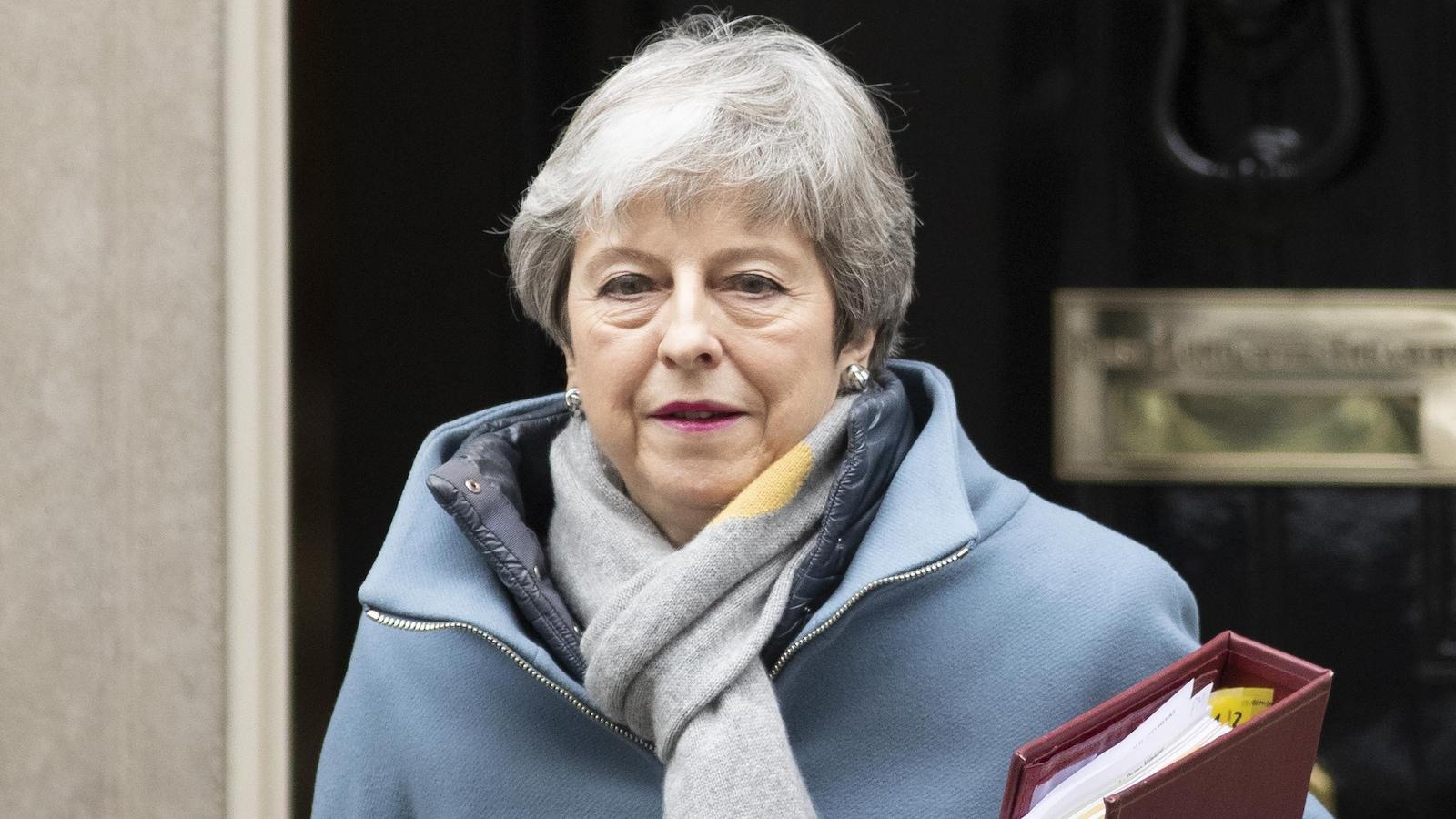 Theresa May sort de sa résidence de fonction, à Londres.