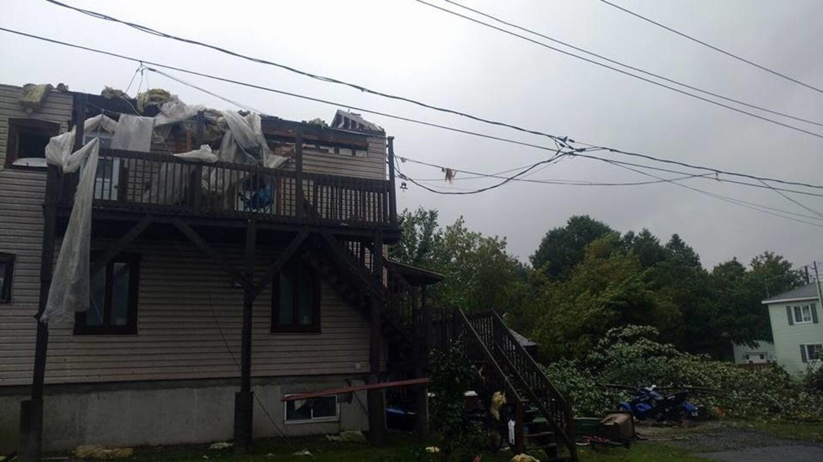 Une tornade qui a déferlé sur Lachute, dans les Laurentides, en début de soirée le 22 août 2017, a causé plusieurs dommages.