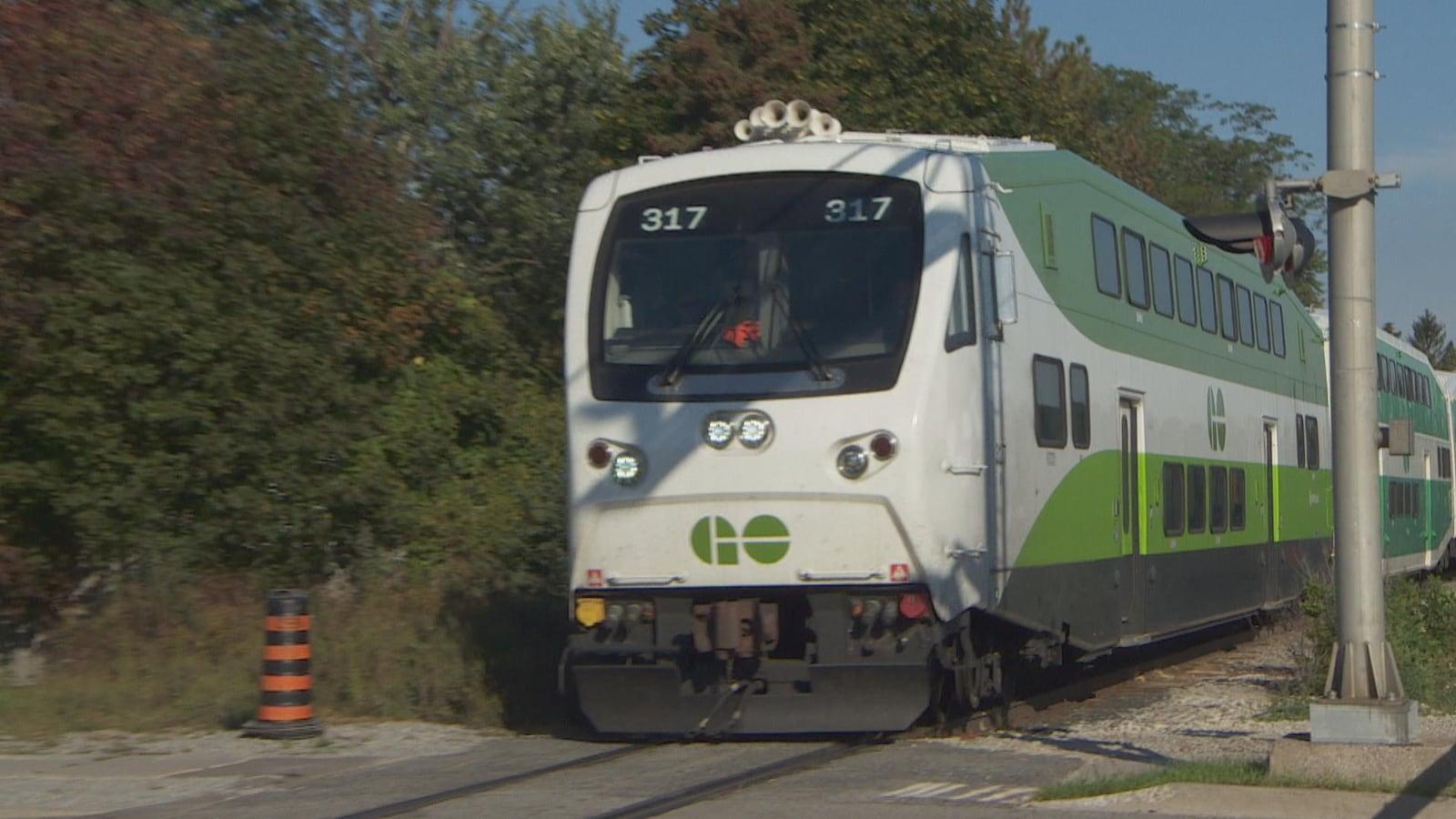 Un train de banlieue GO
