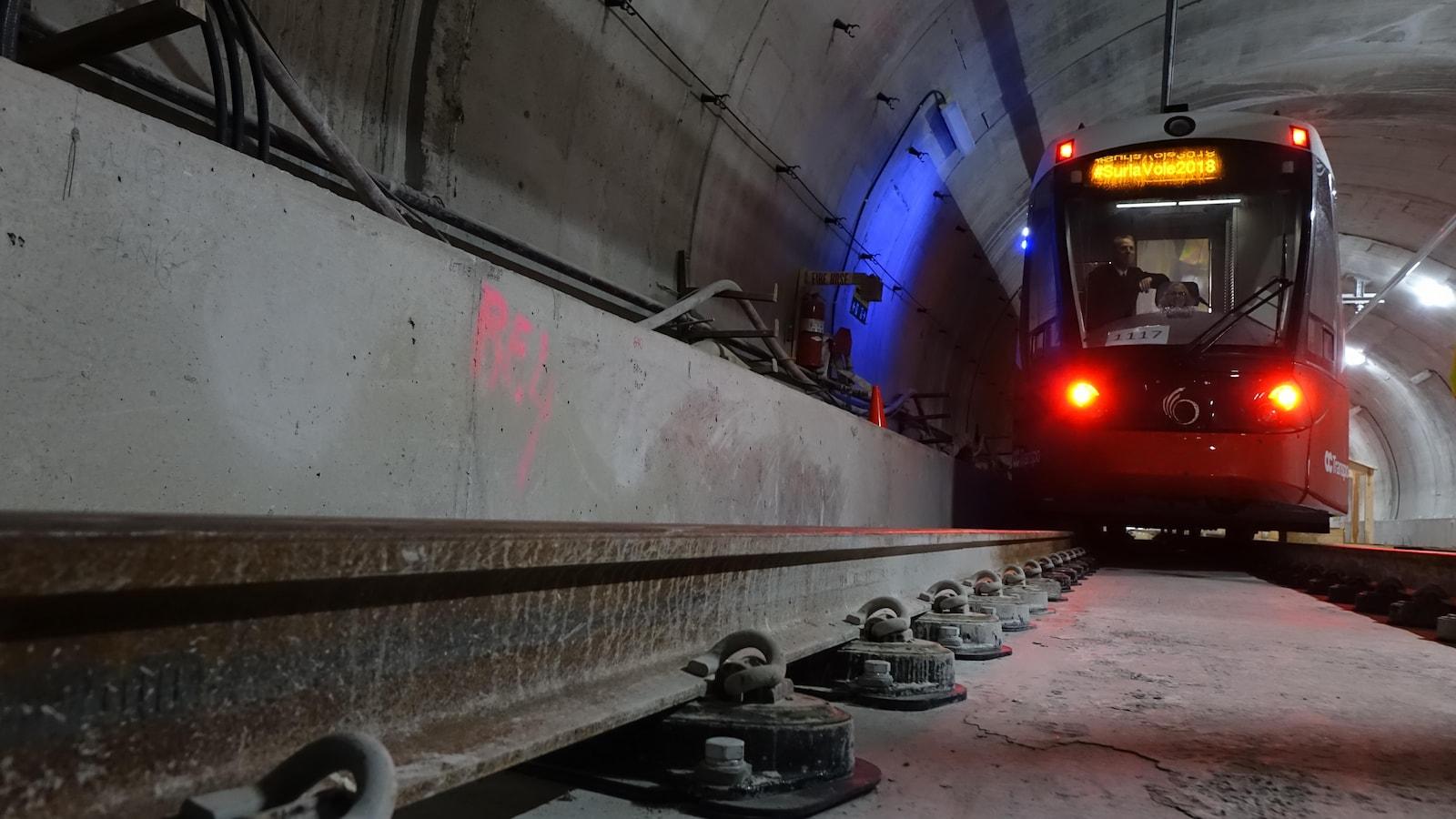 Le train léger sur les rails