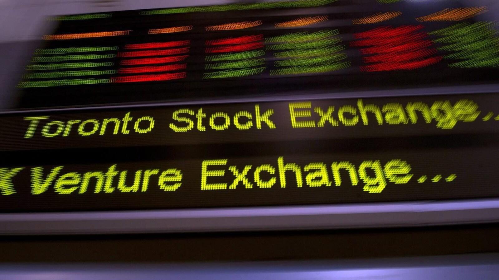 Une bande défilante où on voit les mots « Toronto Stock Exchange »