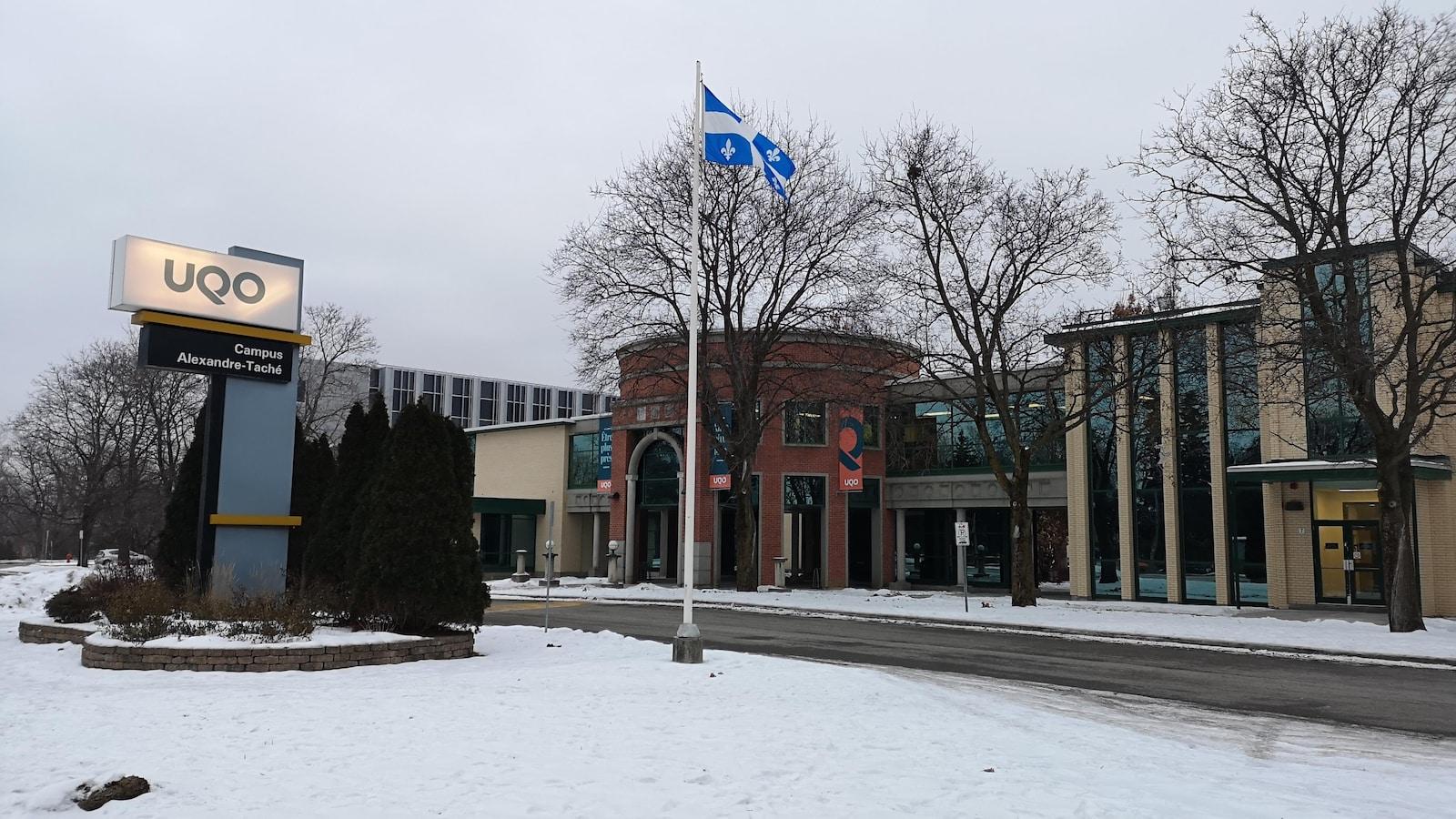 L'Université du Québec en Outaouais l'hiver.