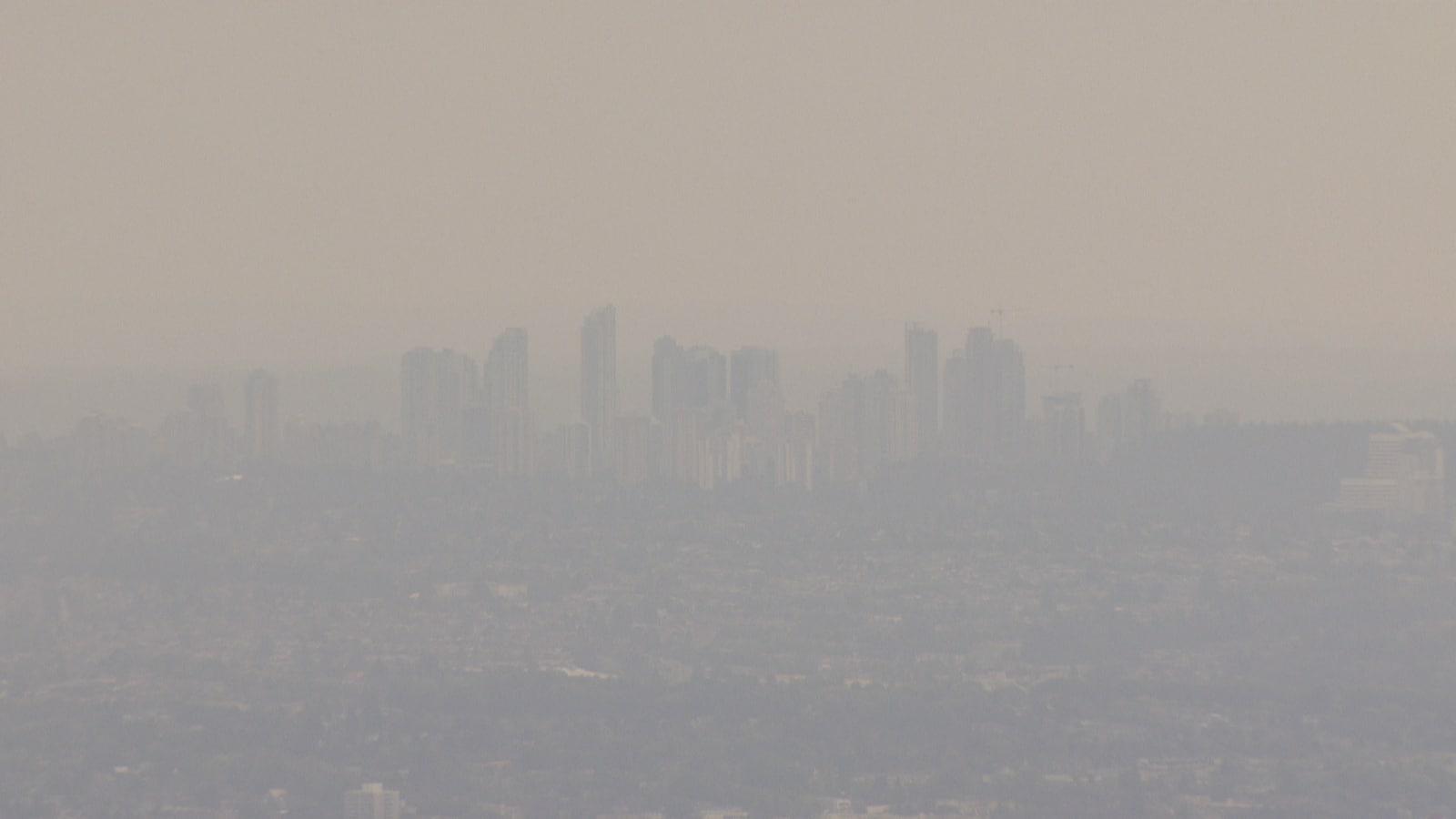 La ville de Vancouver sous un épais nuage de fumée.
