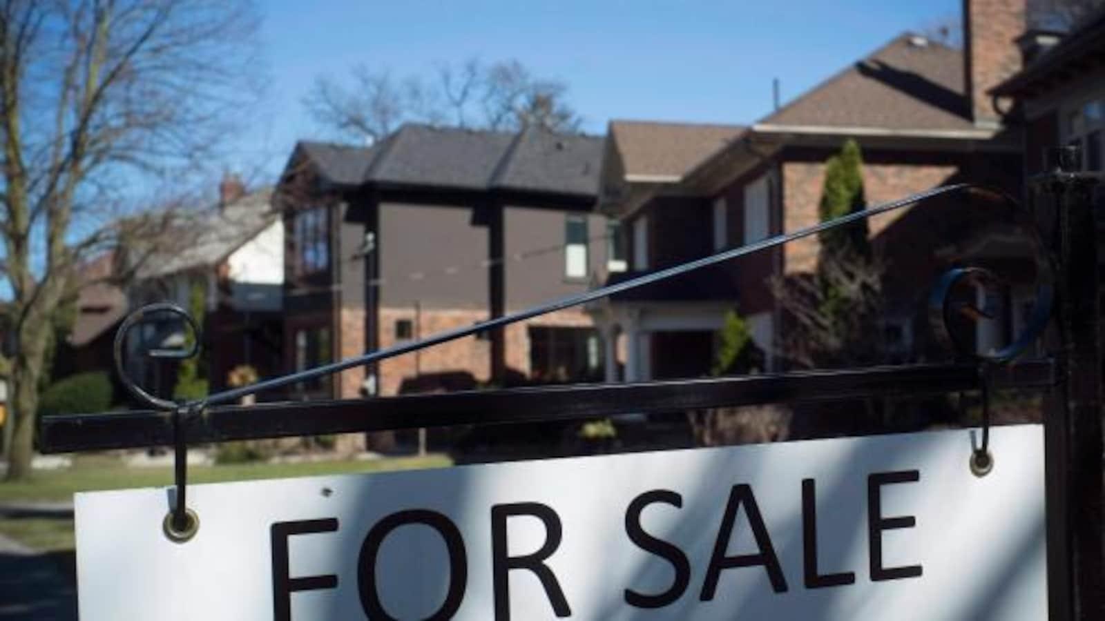 Pancarte de maison à vendre à Toronto.