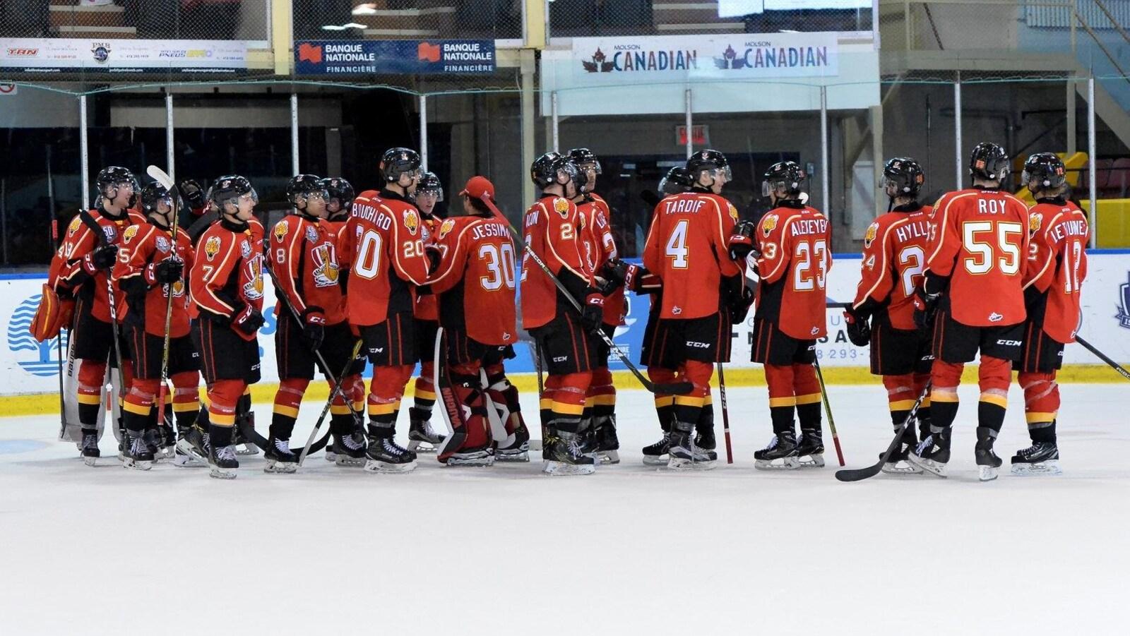 L'équipe du Drakkar sur la patinoire.
