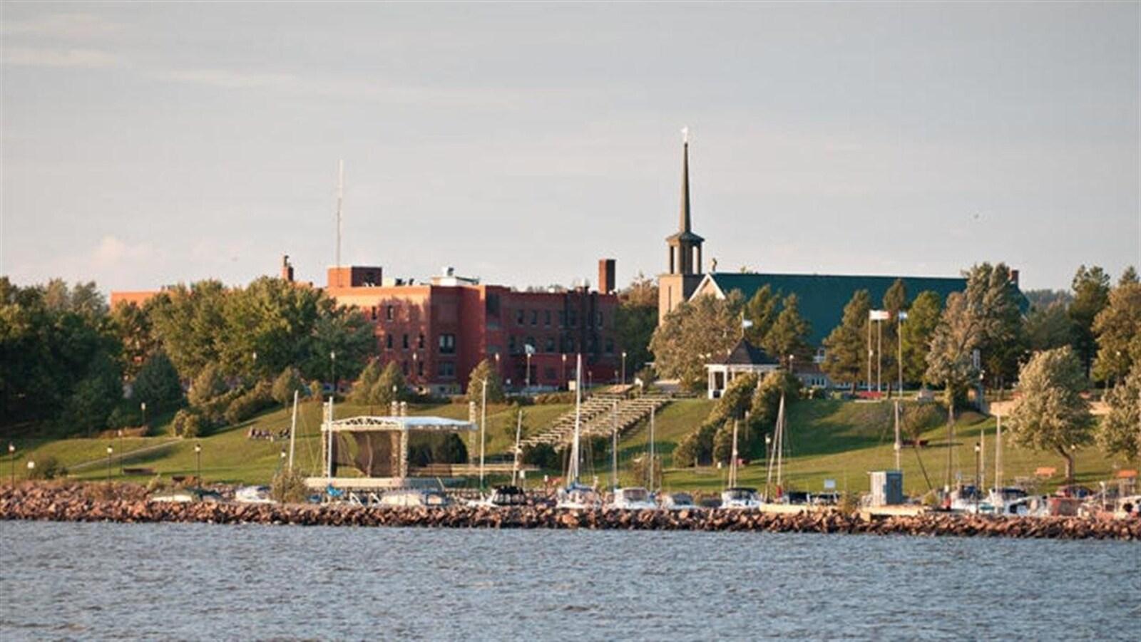 Ville-Marie vue du lac Témiscamingue