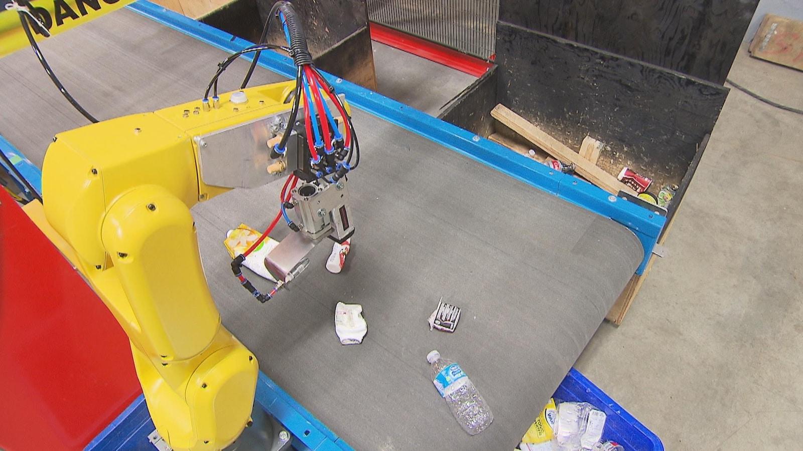 Dans son usine de Trois-Rivières, Waste Robotics conçoit des robots qui ont l'ambition de révolutionner les centres de tri.