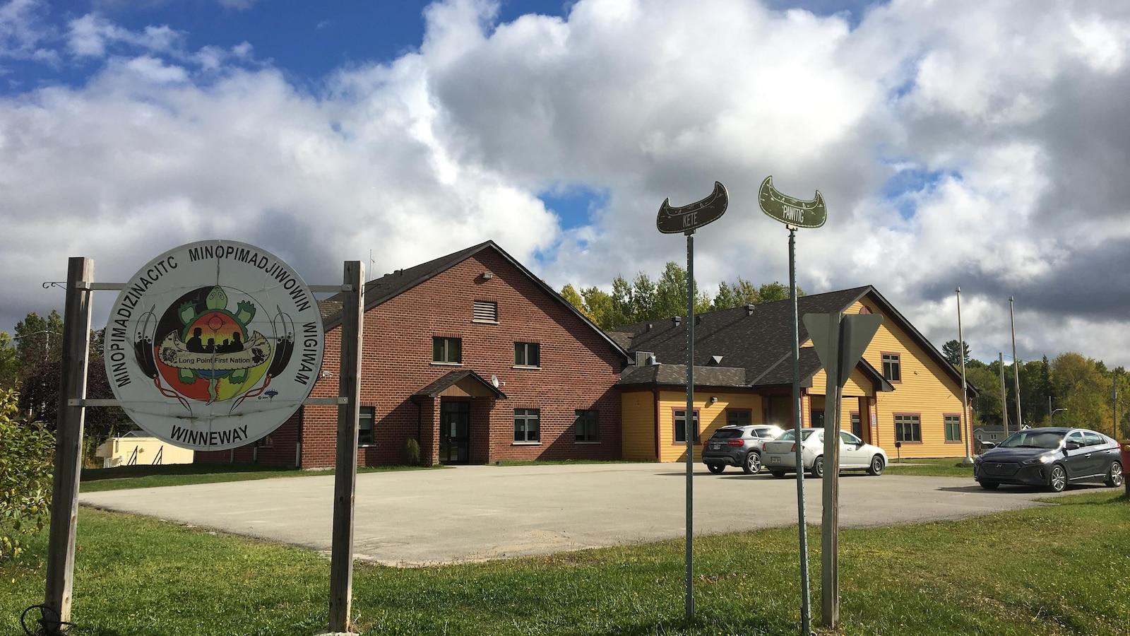 Pendant la semaine culturelle, presque toutes les institutions de Winneway sont fermées. Seul le centre de santé demeure ouvert en cas d'urgence.