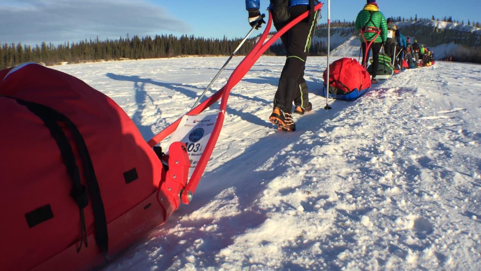Quarante coureurs parcourent les 690 km de la course Arctic Ultra au Yukon
